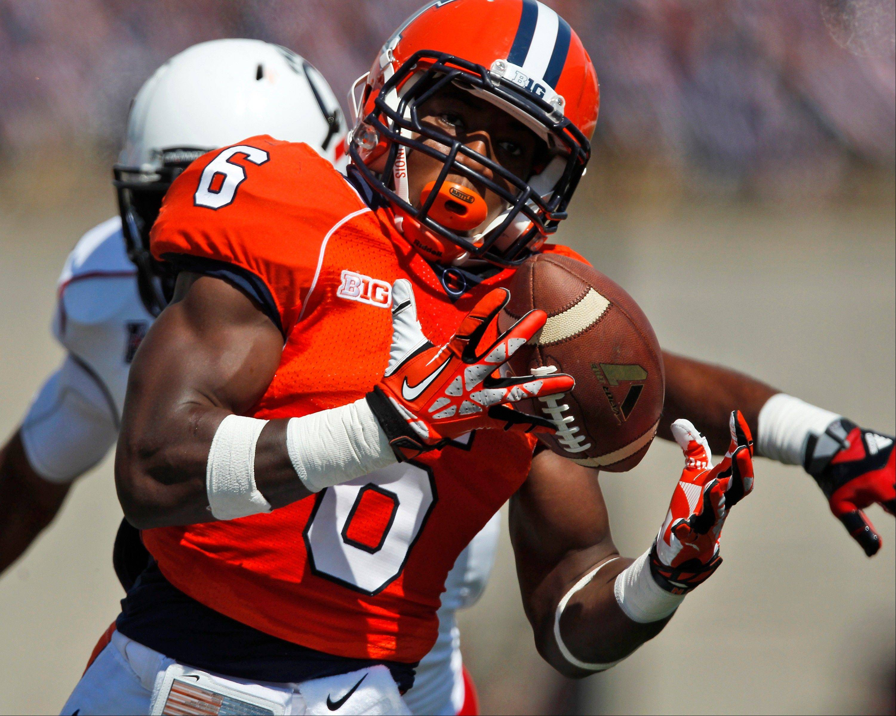 Illinois running back Josh Ferguson catches a pass before running in for a touchdown during the first half of Saturday's home win over Cincinnati.