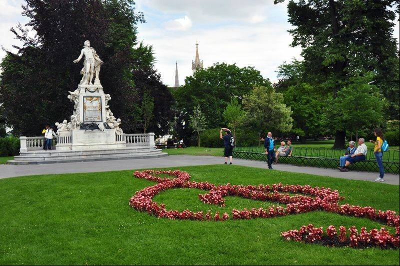Flower beds planted in the shape of a treble clef lead to Mozart's statue in the Burggarten.