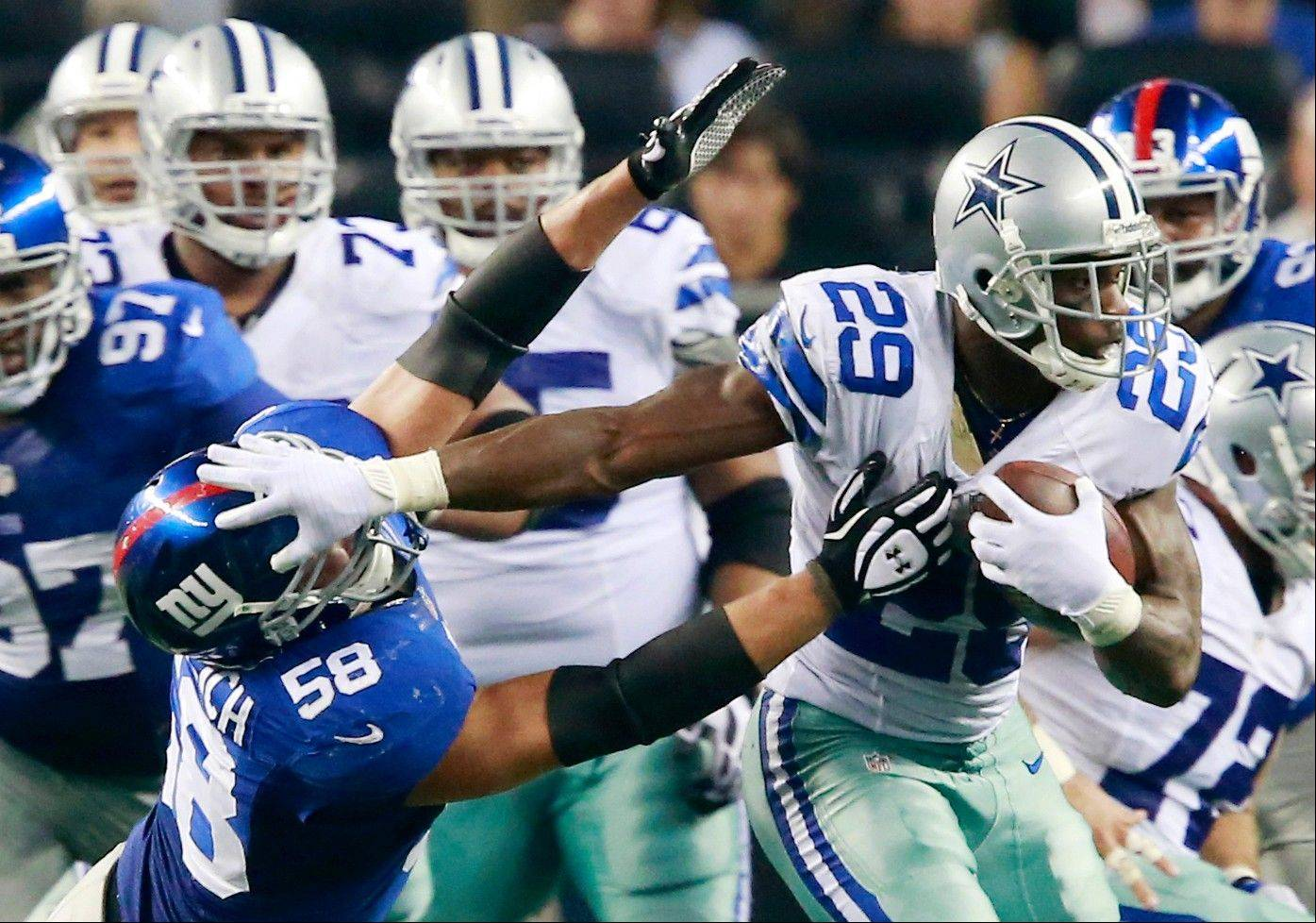 Dallas Cowboys running back DeMarco Murray (29) tries to keep aw