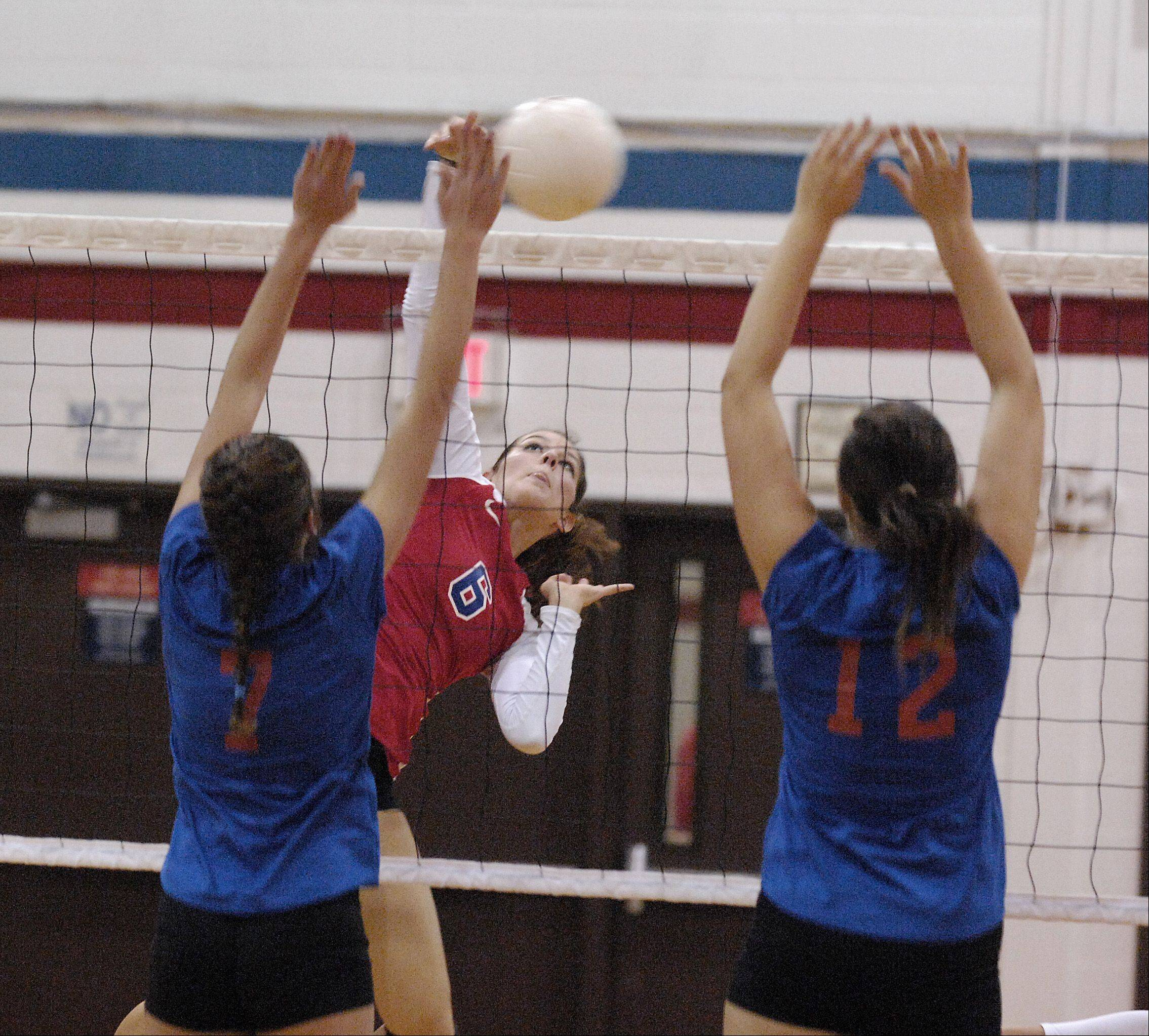 Tarah Valdez, center, and her Glenbard South are off to an 11-1 start including last weekend's West Aurora Invitational championship.