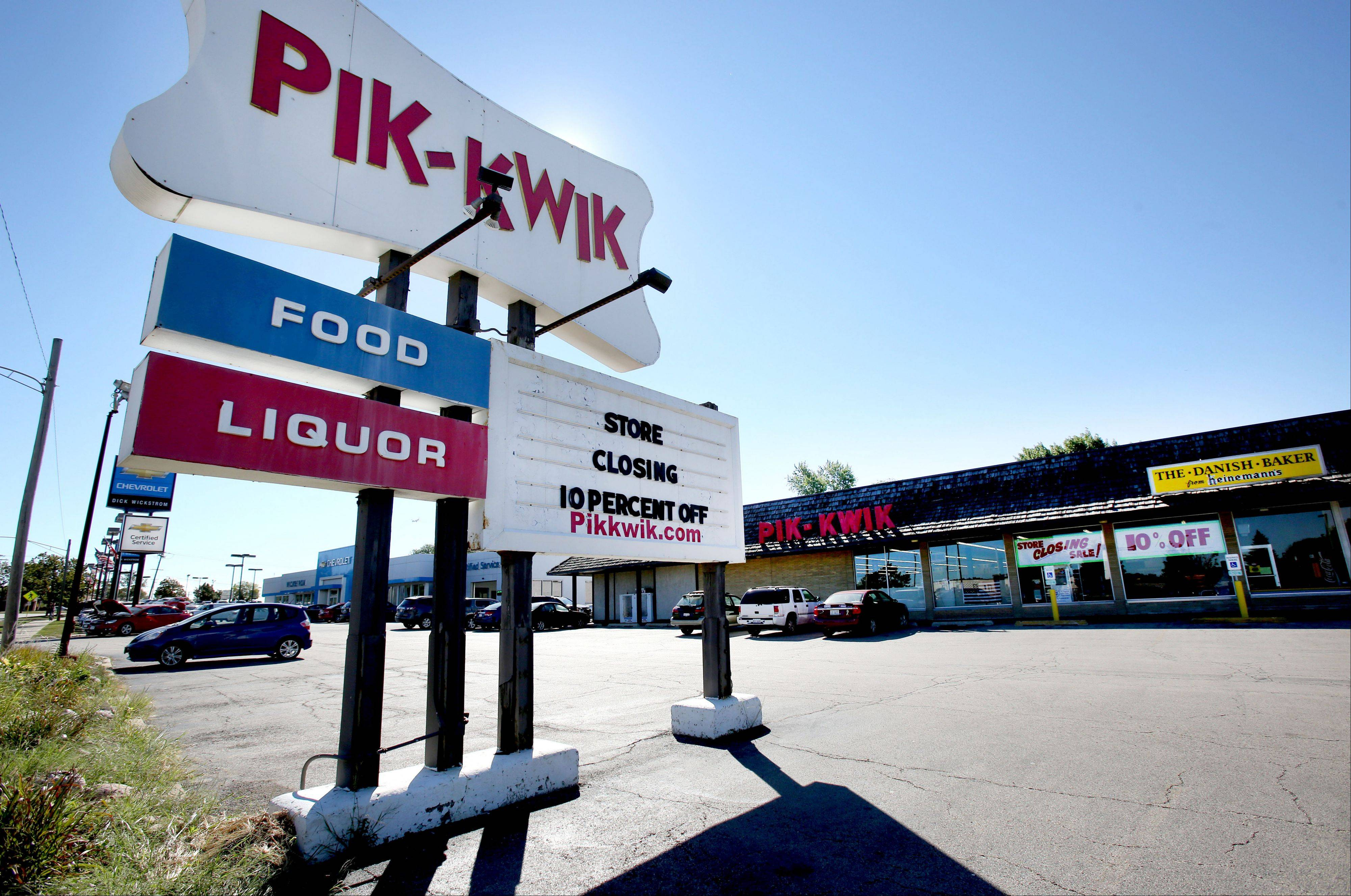 Pik-Kwik Foods in Roselle is closing later this month because the building where the store is located is being sold.