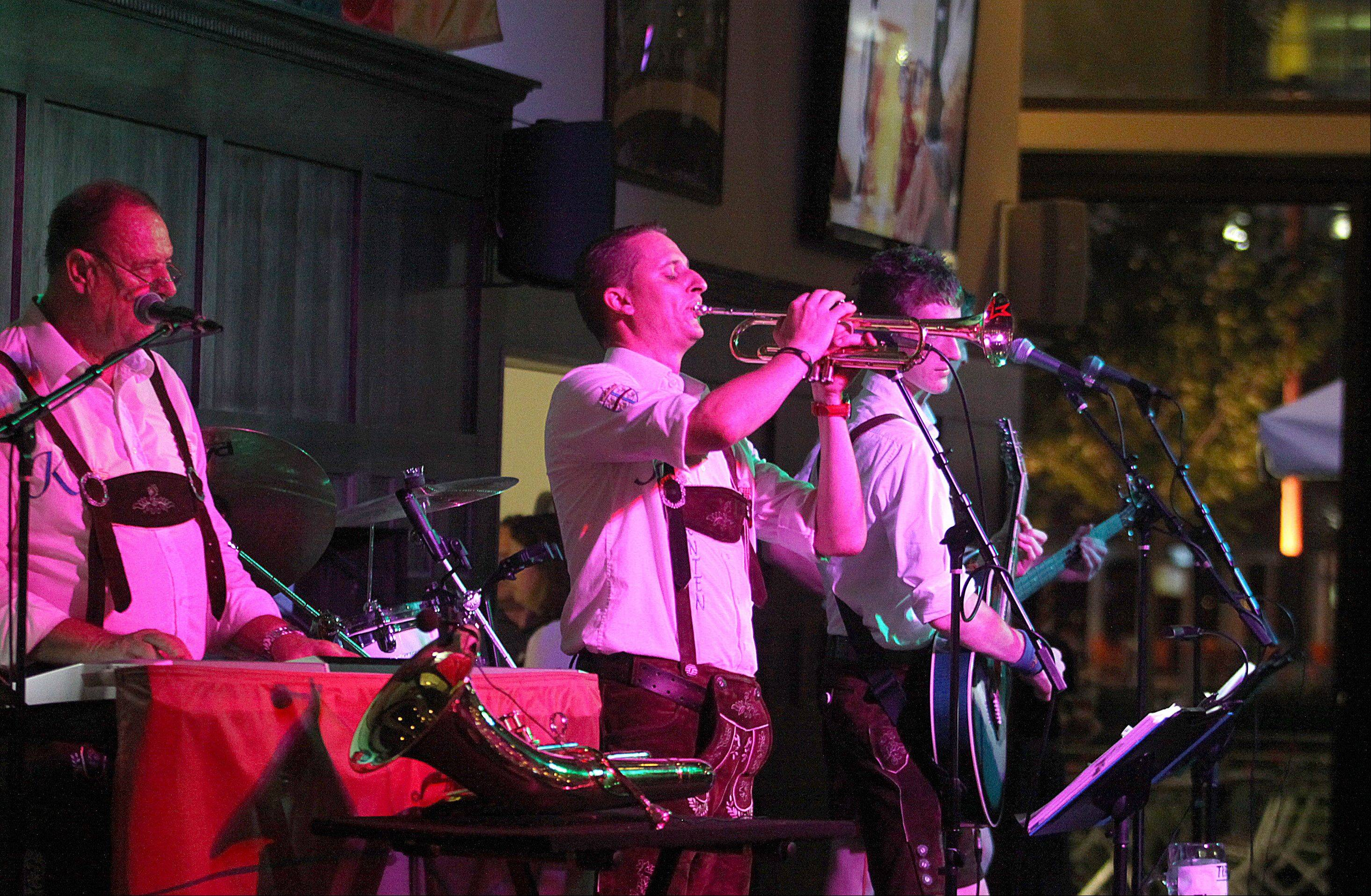 The Austrian band Carant entertains crowds at Hofbräuhaus Chicago.