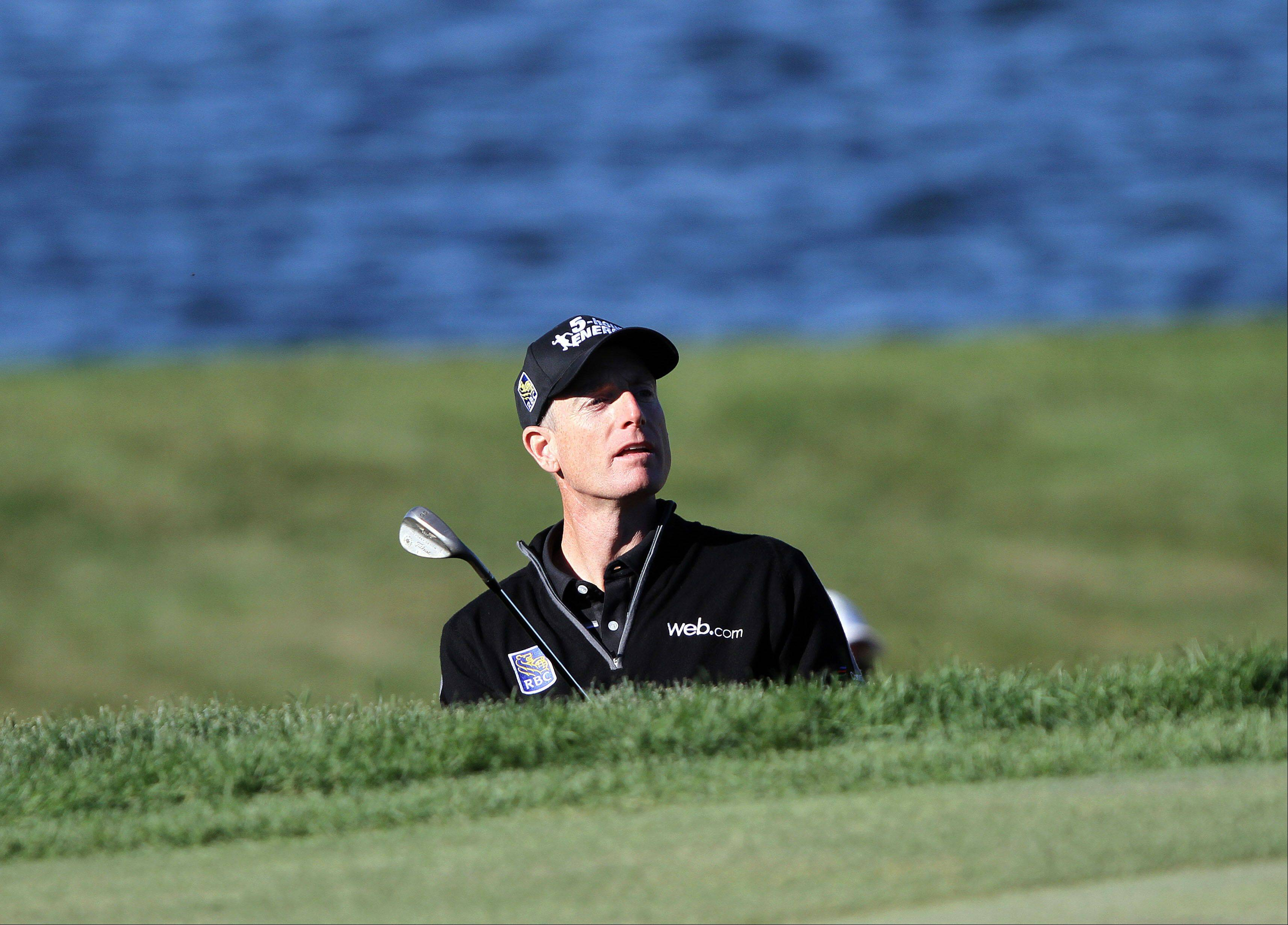 Jim Furyk watches his chip shot to the 8th green.
