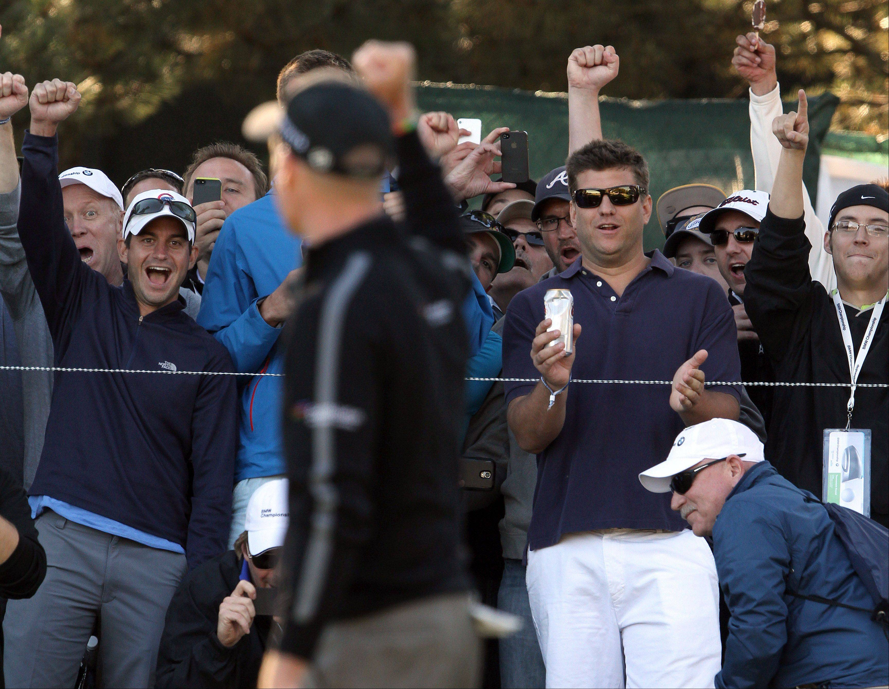 Jim Furyk acknowledges the crowd after shooting 59.
