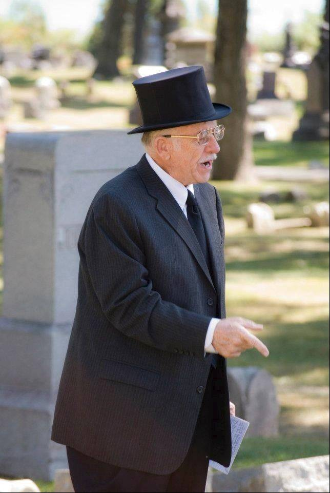 Storyteller Dr. John Schwab guides guests through Oakwood Cemetery.