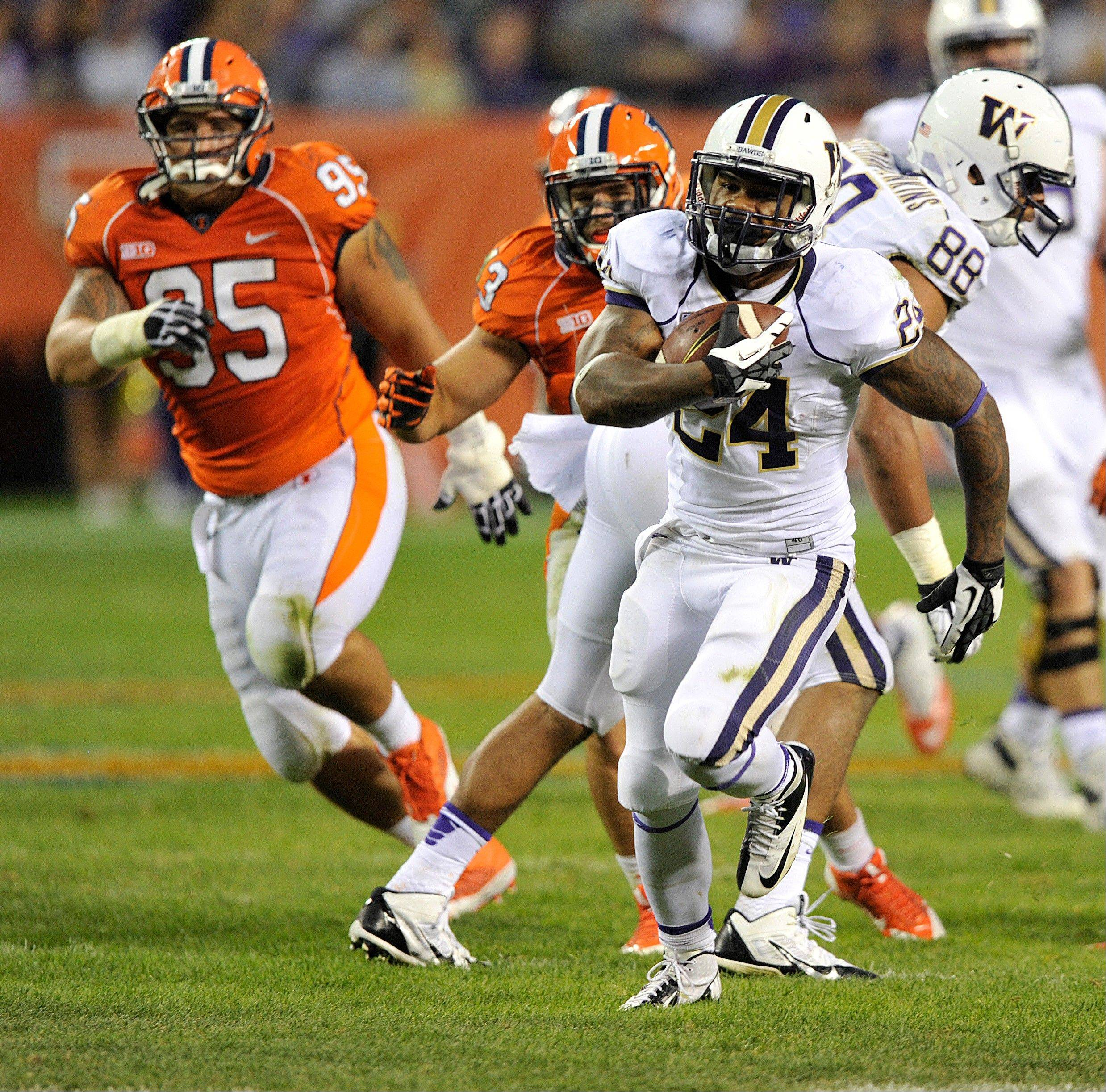 Washington�s Jesse Callier outruns the Illinois defense during the second half Saturday night at Soldier Field.