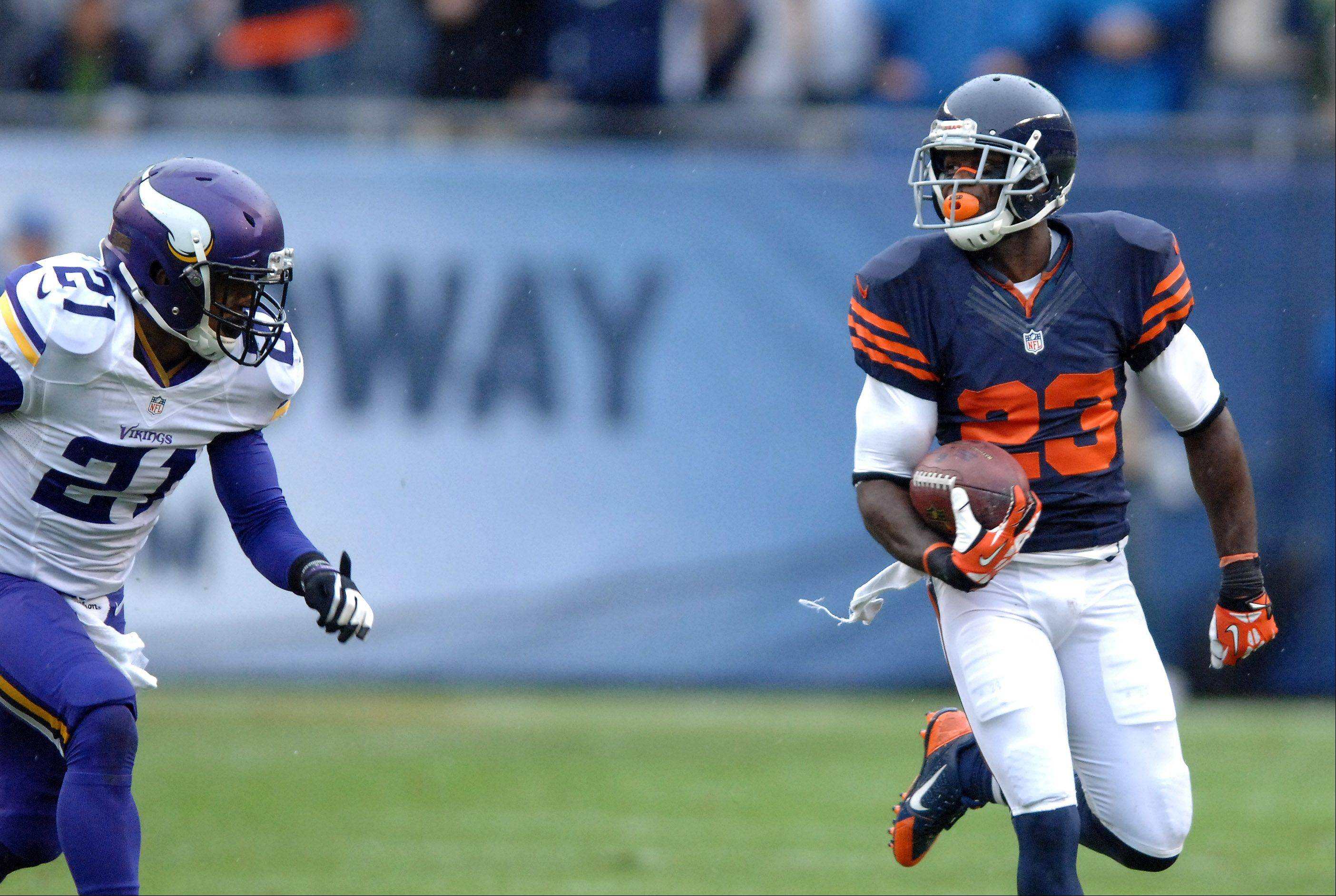 Devin Hester leaves Minnesota�s Josh Robinson behind during one of his kick returns during Sunday�s victory over the Vikings.