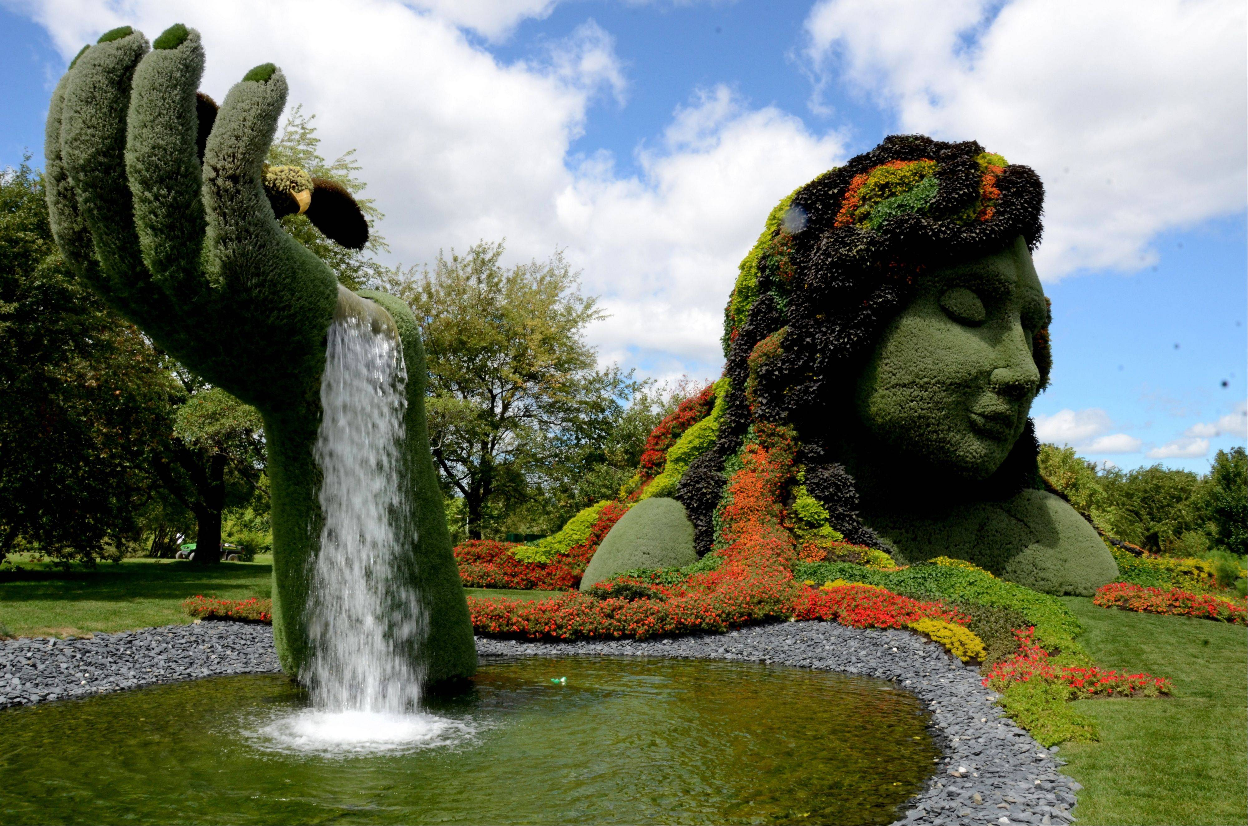 Stop by the Montreal Botanical Gardens in Montreal to see the towering plant sculptures that cover the grounds. Cyclists who want to ride the P'tit Train du Nord rail trail can catch a bicycle shuttle outside Montreal at Saint-Jerome.