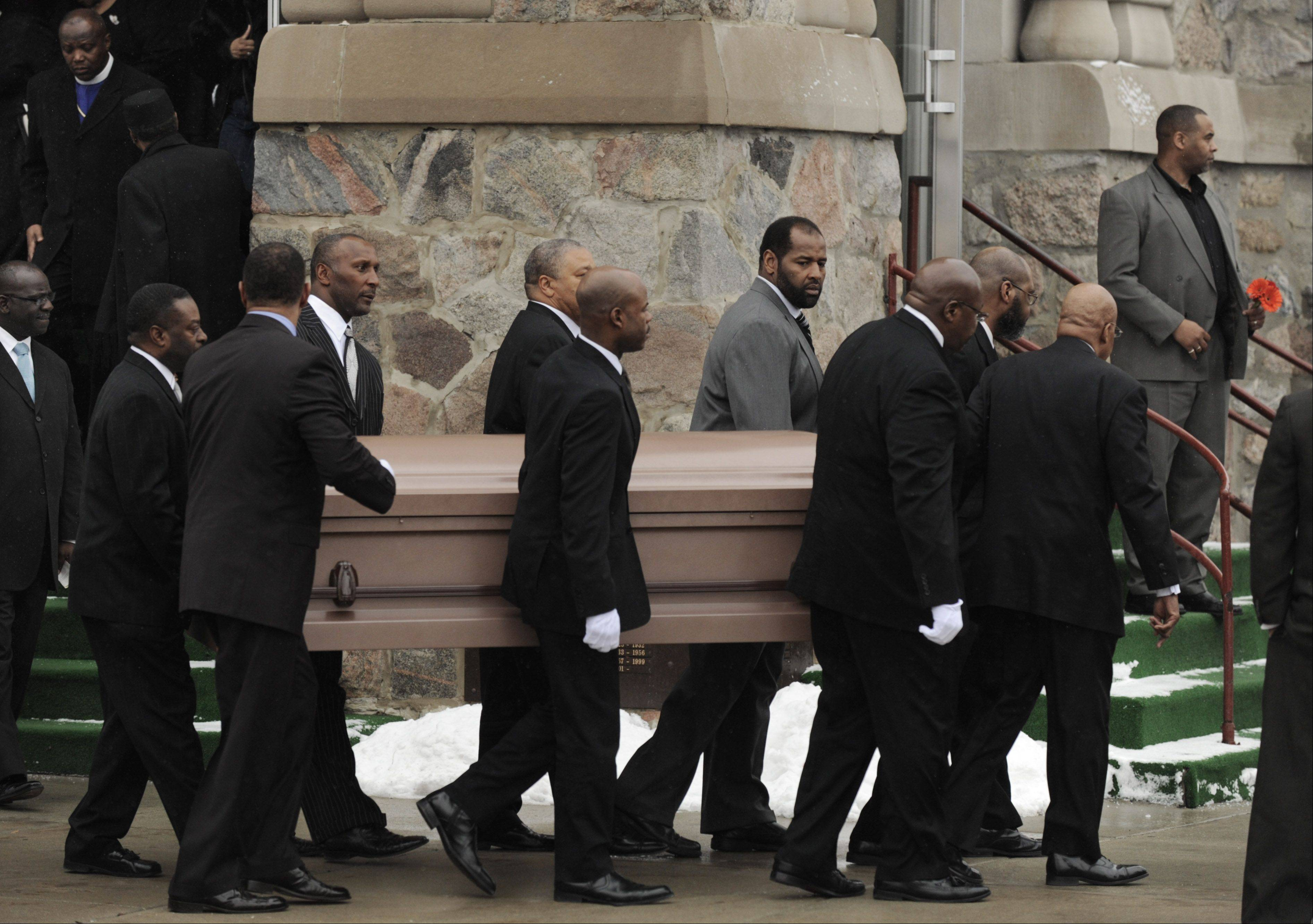 A host of Chicago Bears teammates serve as pallbearers for the body of Dave Duerson in 2011. His remains were cremated and now rest in a mausoleum on the University of Notre Dame campus.