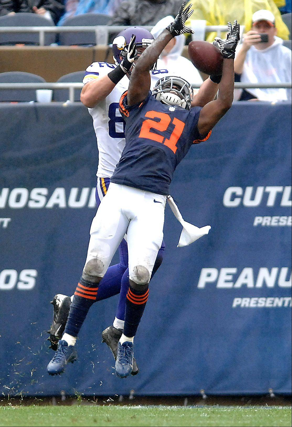 Chicago Bears strong safety Major Wright (21) defends but can't stop Minnesota Vikings tight end Kyle Rudolph (82) from making a touchdown grab in the second quarter during Sunday's game at Soldier Field in Chicago.