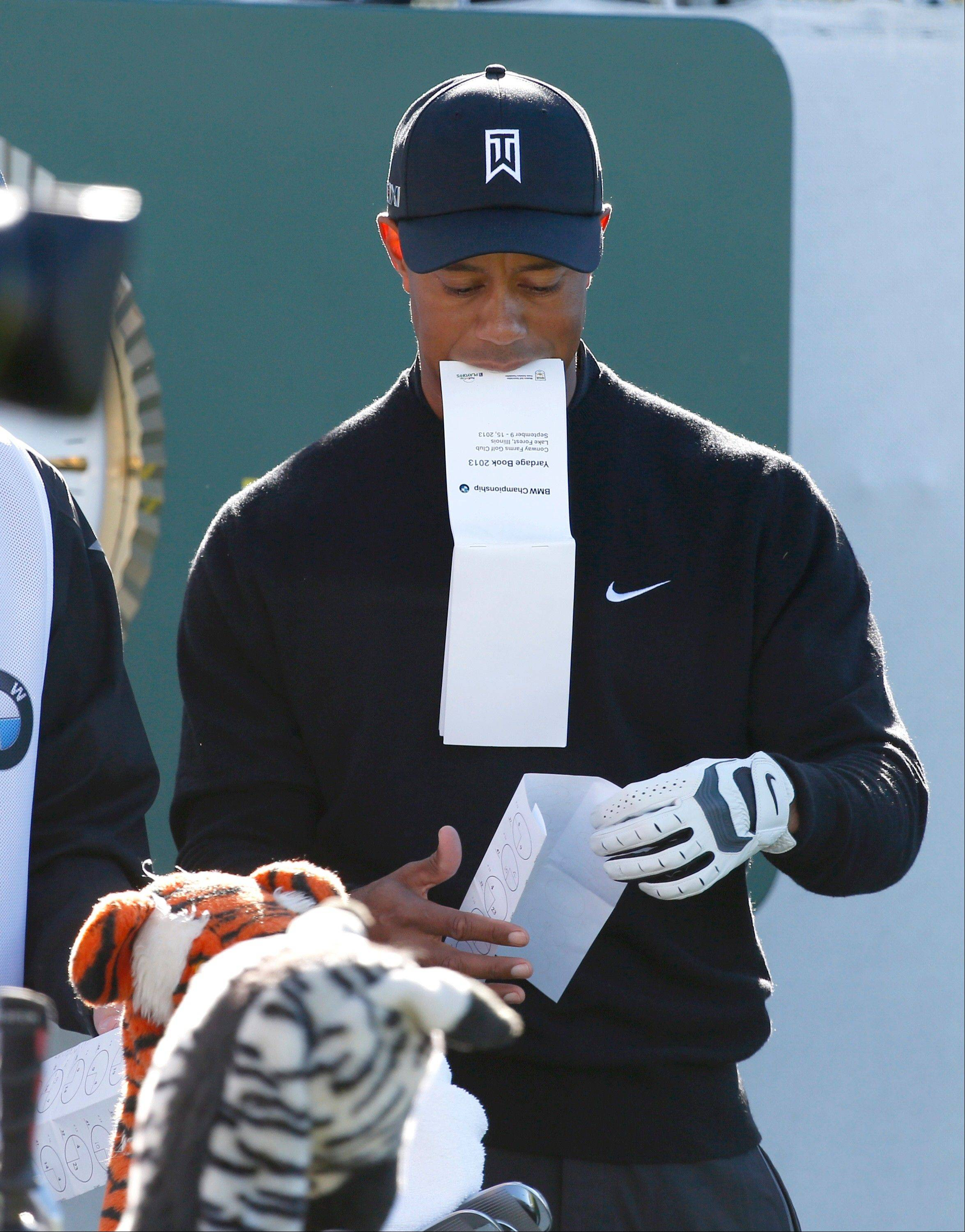 Tiger Woods prepares on the 1st tee for the final round.