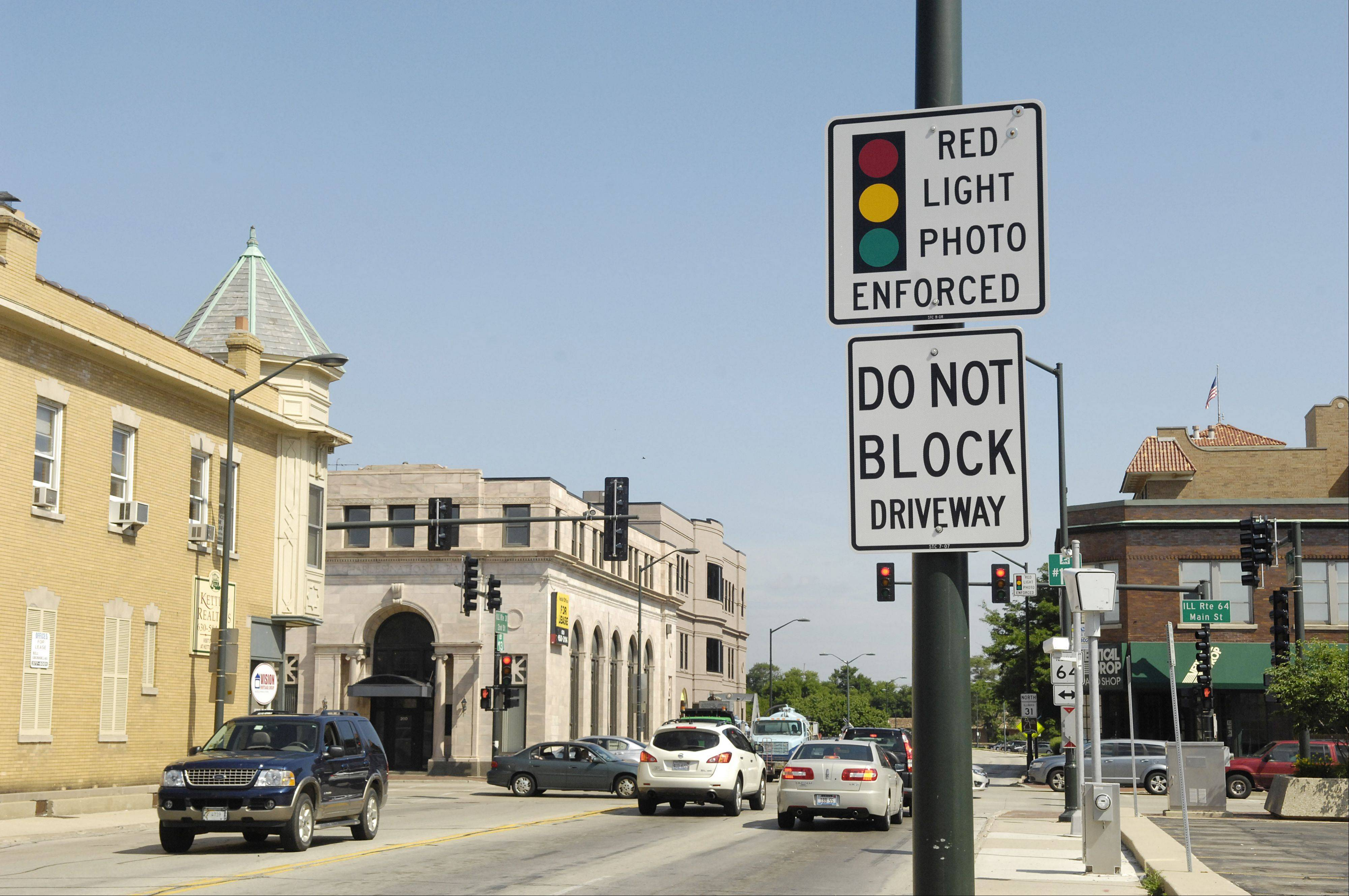 LAURA STOECKER/lstoecker@dailyherald.com This red-light camera — where northbound Route 31 crosses Main Street in downtown St. Charles — will soon be removed.