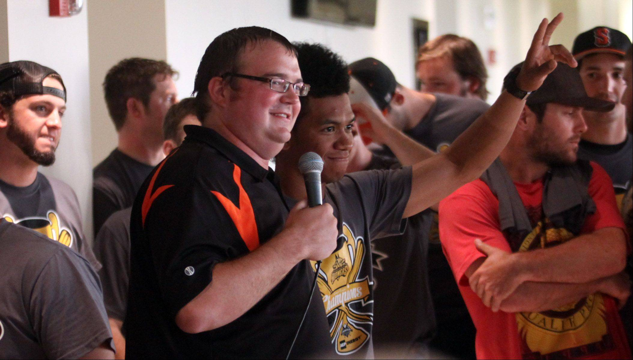 Boomers broadcaster Tim Calderwood introduces team members of the Boomers as the team arrived home to a reception at Boomers Stadium in Schaumburg on Wednesday.