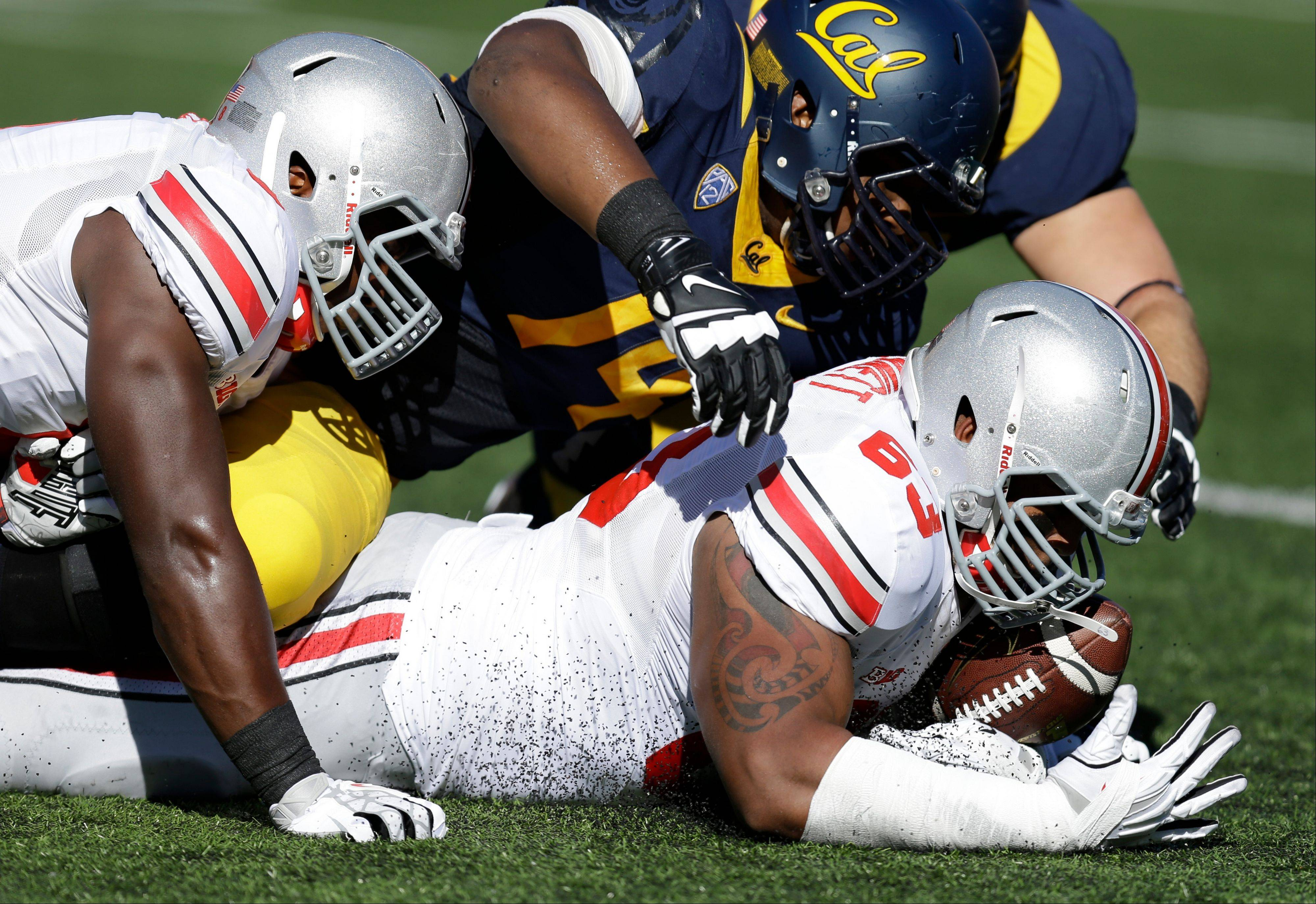 Ohio State�s Michael Bennett recovers a fumble by Cal�s Jared Goff during the first quarter last Saturday�s game in Berkeley, Calif.