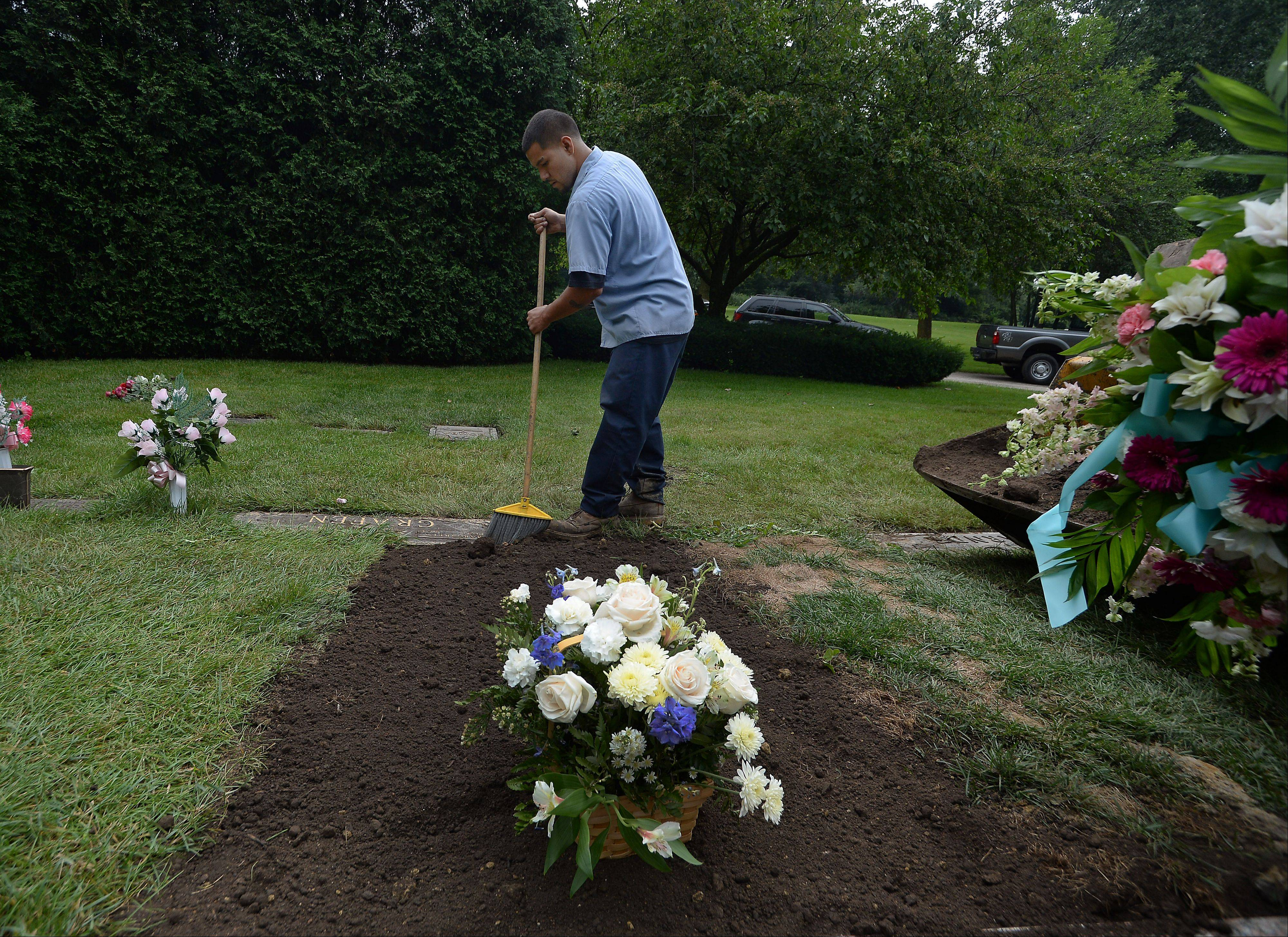 Moving Picture: Northlake gravedigger says job part of life