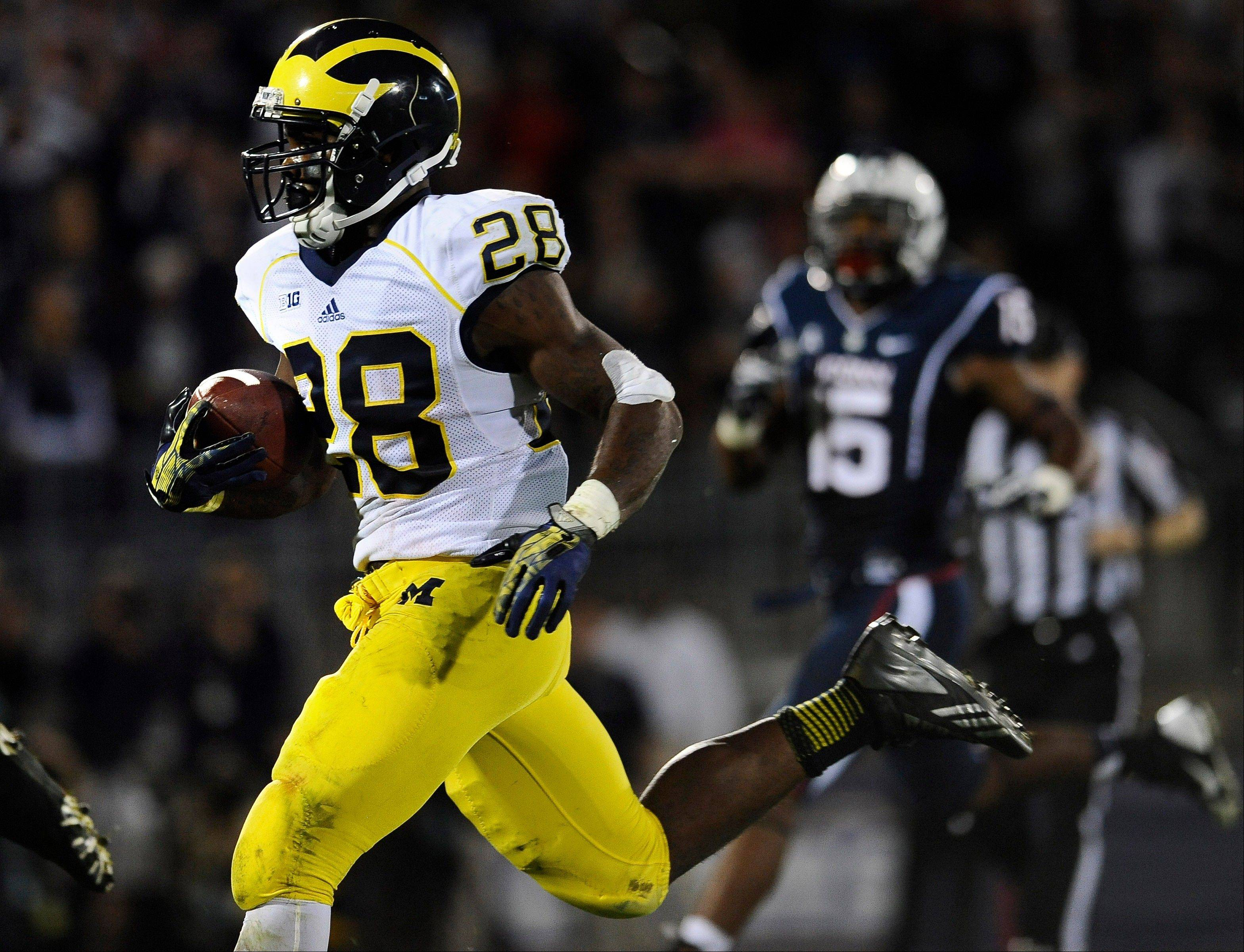 Michigan running back Fitzgerald Toussaint runs for 35 yards to score a touchdown during the second half of Saturday night�s game against Connecticut at Rentschler Field in East Hartford, Conn.