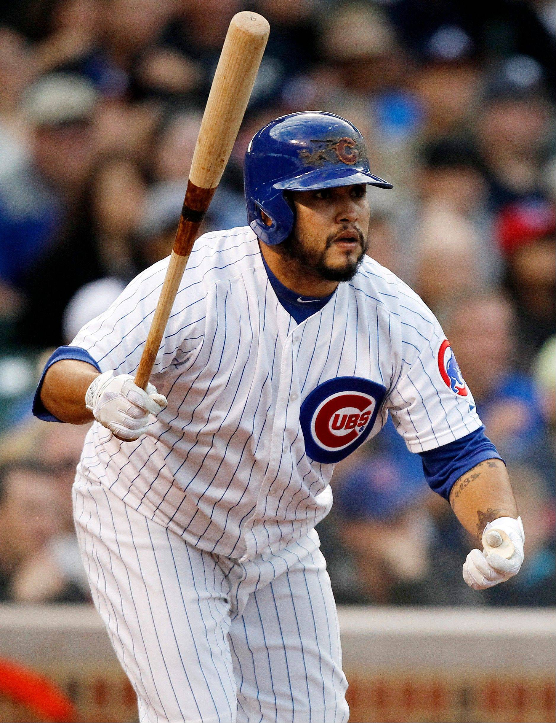 The Cubs� Dioner Navarro singles to score Donnie Murphy during the eighth inning of Saturday�s home game against the Braves.