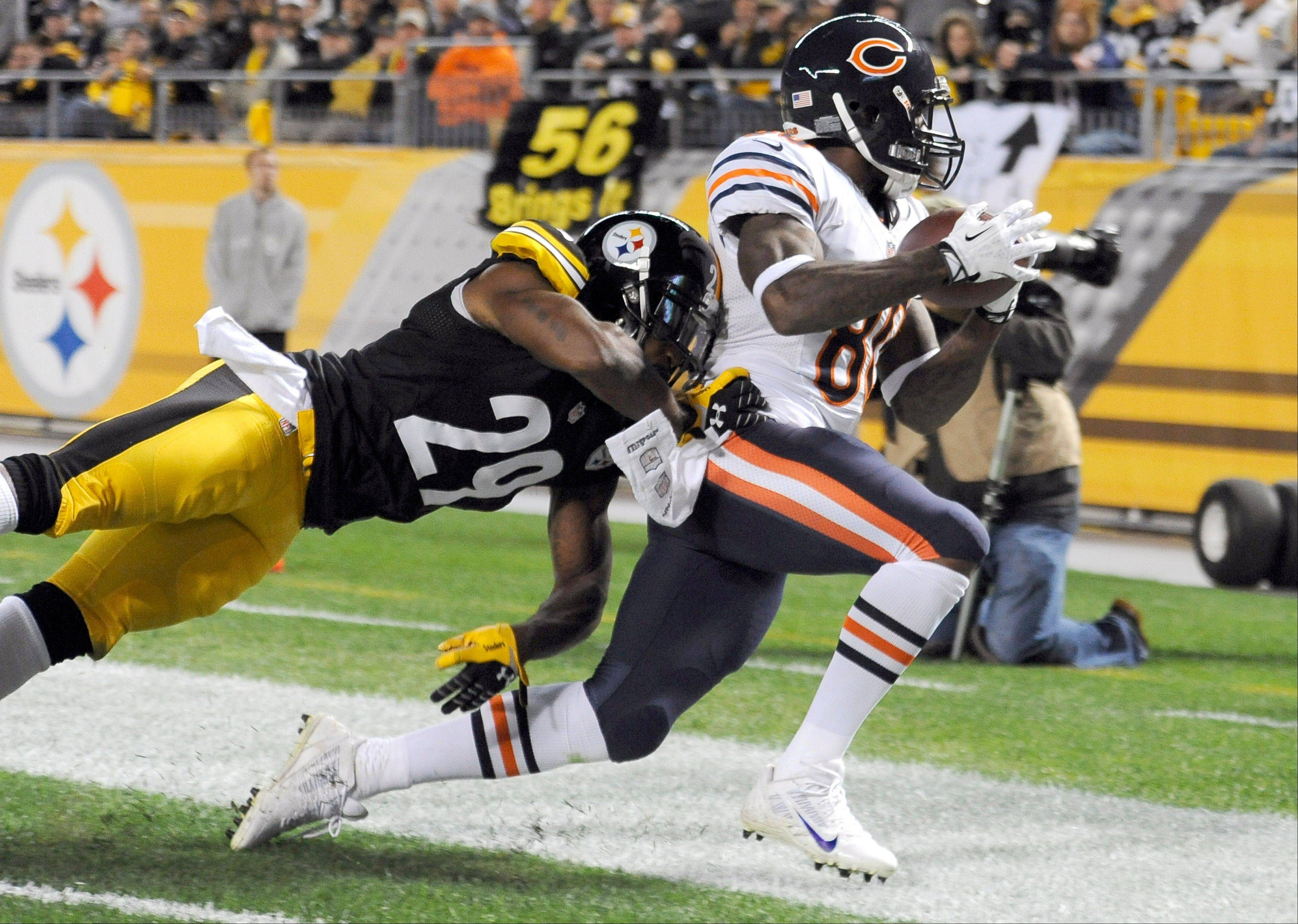Bears wide receiver Earl Bennett scores a touchdown in Sunday�s fourth quarter.