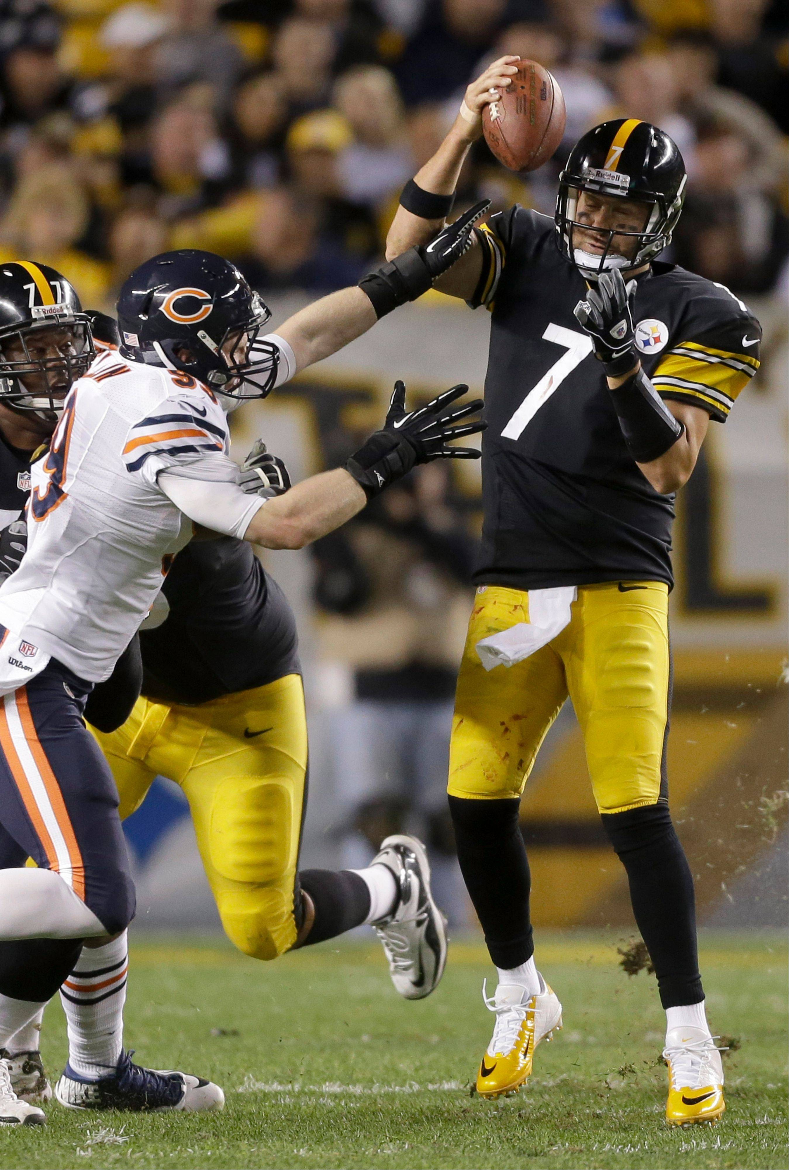 Bears defensive end Shea McClellin puts the pressure on Steelers quarterback Ben Roethlisberger.