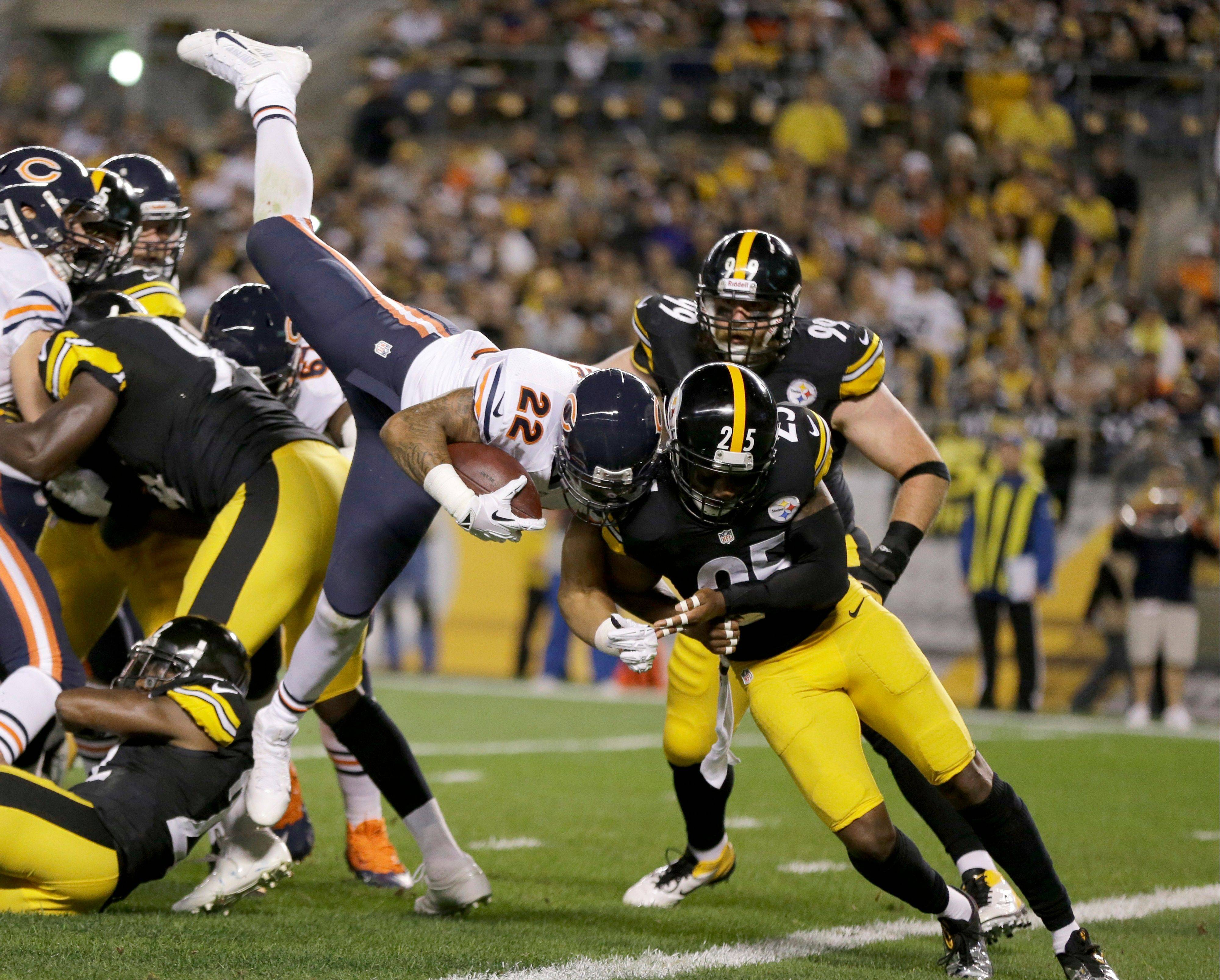 Bears running back Matt Forte soars up and over to score a touchdown in the first quarter Sunday night at Pittsburgh.