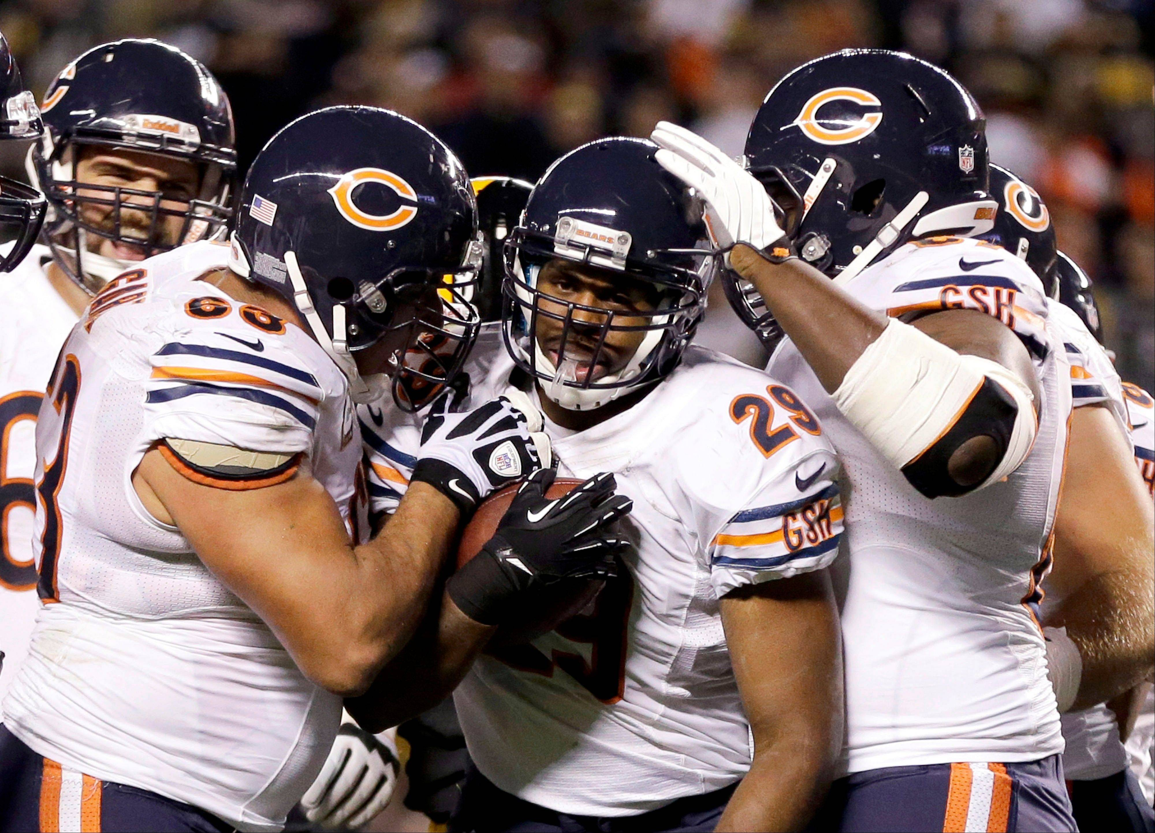 Chicago Bears running back Michael Bush celebrates scoring a touchdown with teammates in the first quarter of an NFL football game against the Pittsburgh Steelers in Pittsburgh, Sunday, Sept. 22, 2013