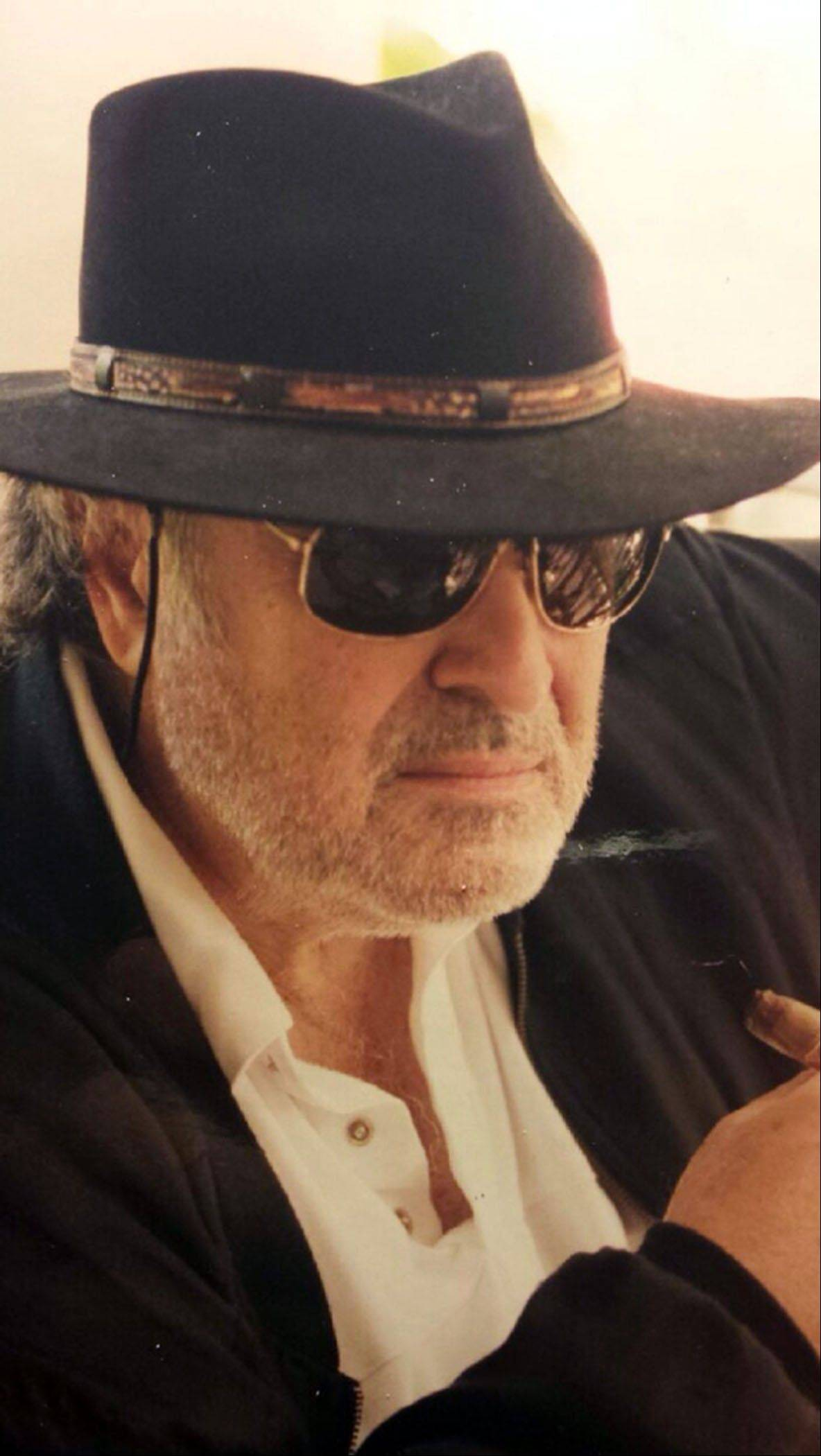 "This photo released by shows director Richard Sarafian. Sarafian, an influential film director whose 1971 countercultural car-chase thriller ""Vanishing Point�\"" brought him a decades-long cult following, has died in California, his son said Saturday Sept. 21, 2013."