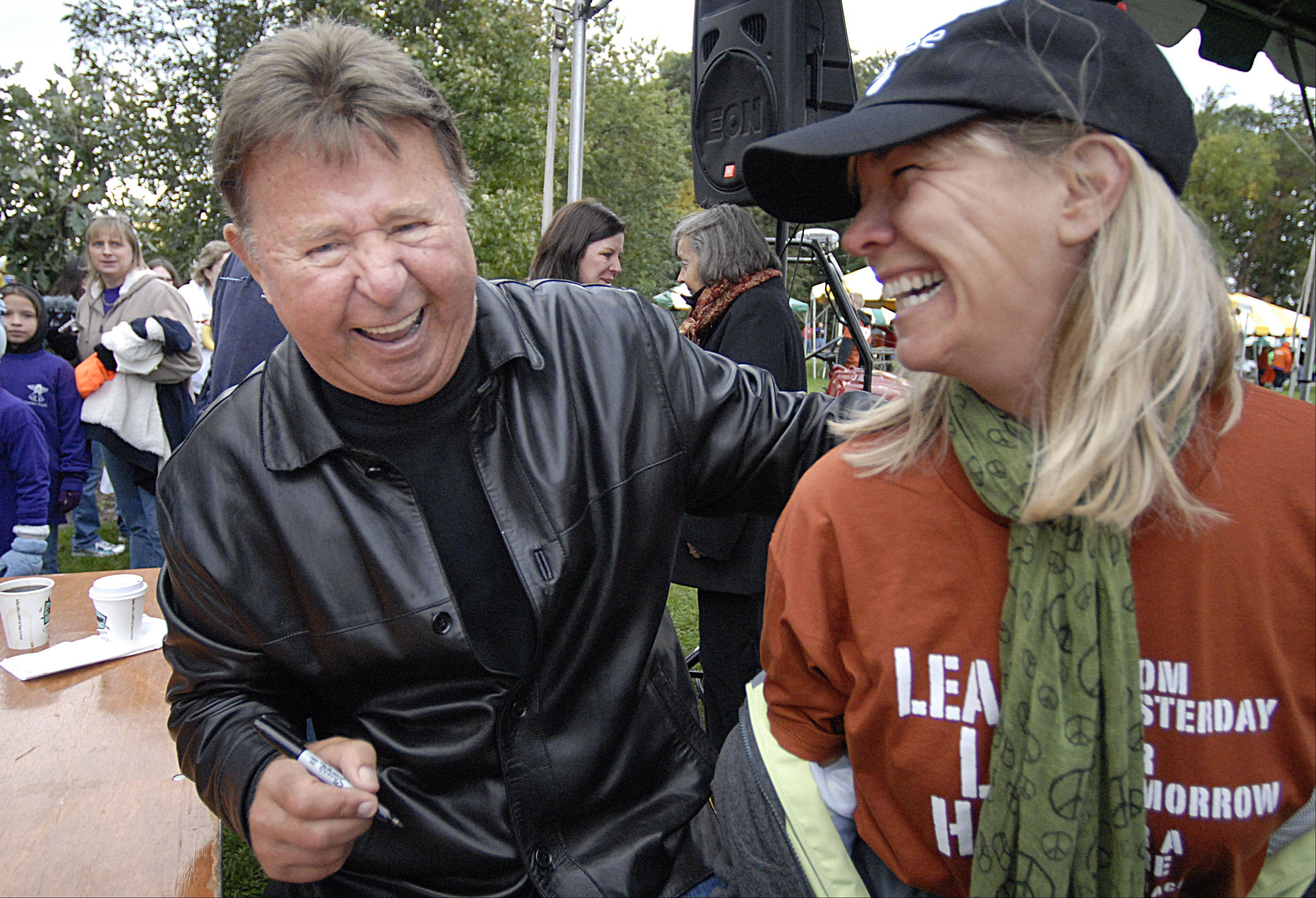 Chicago Cubs Hall of Famer Ron Santo did more than lend his name to the JDRF Walk to Cure Diabetes. He visited walks every year, talking with participants and fellow sufferers of Type 1 diabetes.
