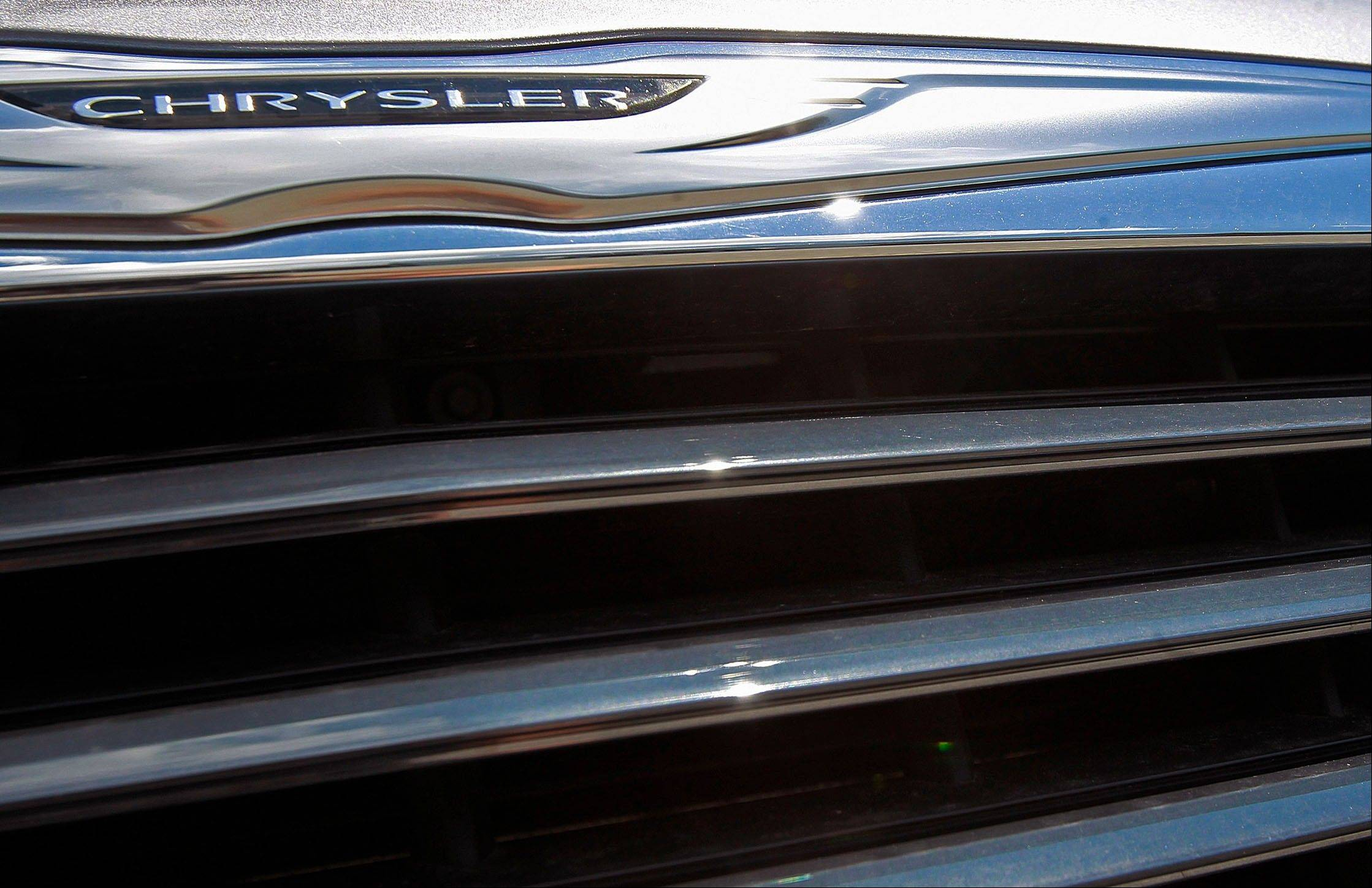 A United Auto Workers retiree health-care trust, which owns the 41.5 percent of Chrysler not held by Fiat, is seeking to sell shares on the market after failing to reach agreement with the Italian automaker on the stake's price.