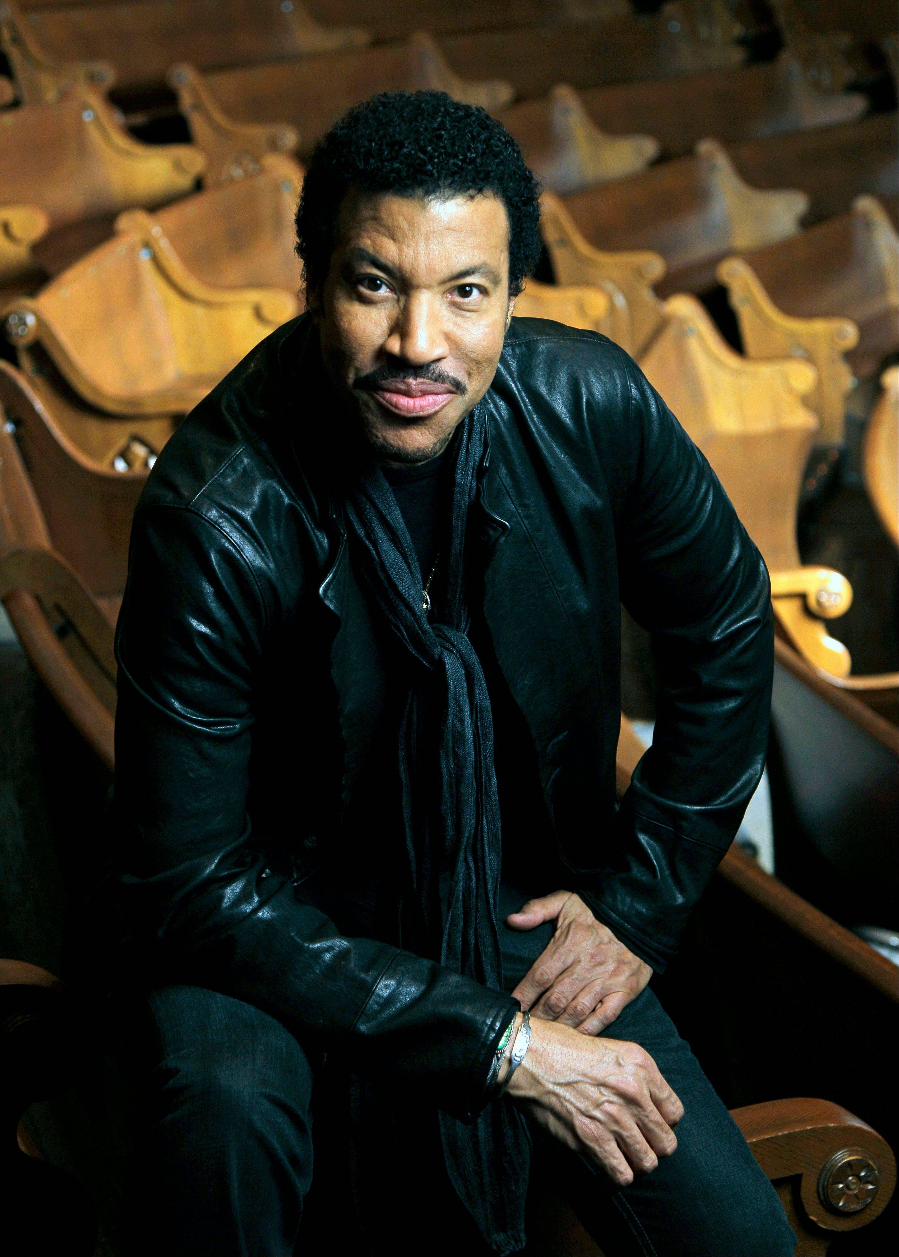 Legendary pop crooner Lionel Richie headlines Chicago's United Center Sunday.