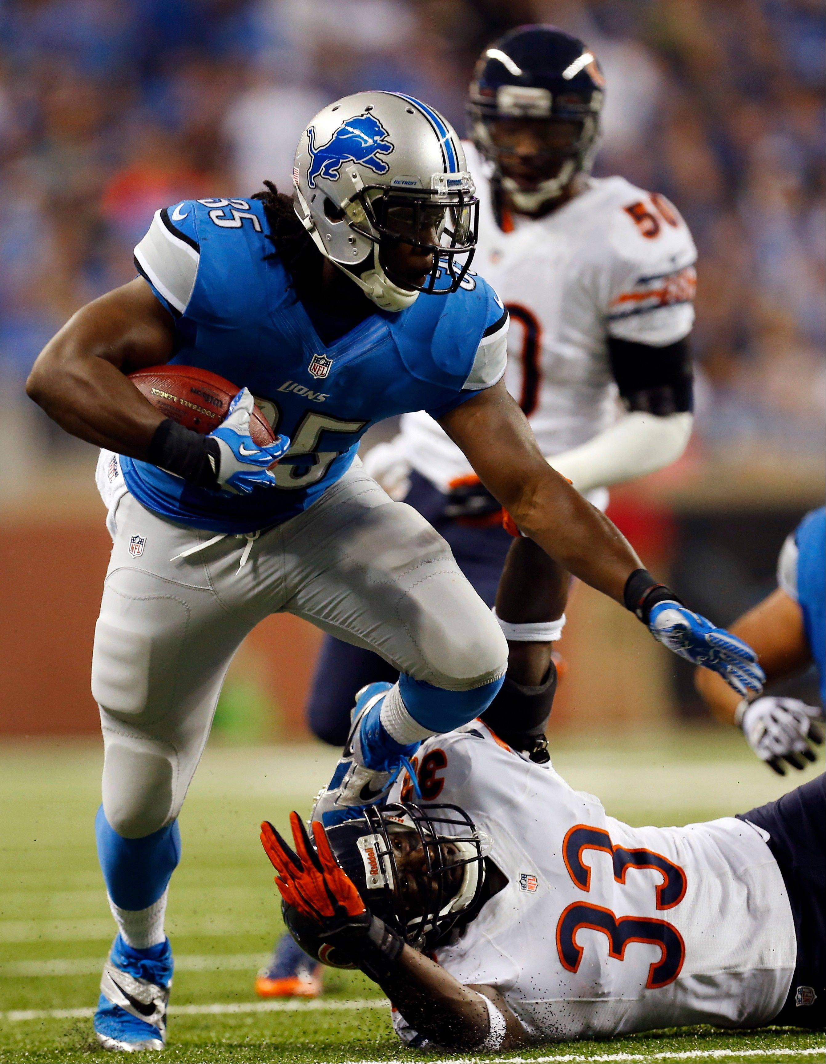 Detroit Lions running back Joique Bell (35) pulls away from Chicago Bears cornerback Charles Tillman (33) during the first quarter.