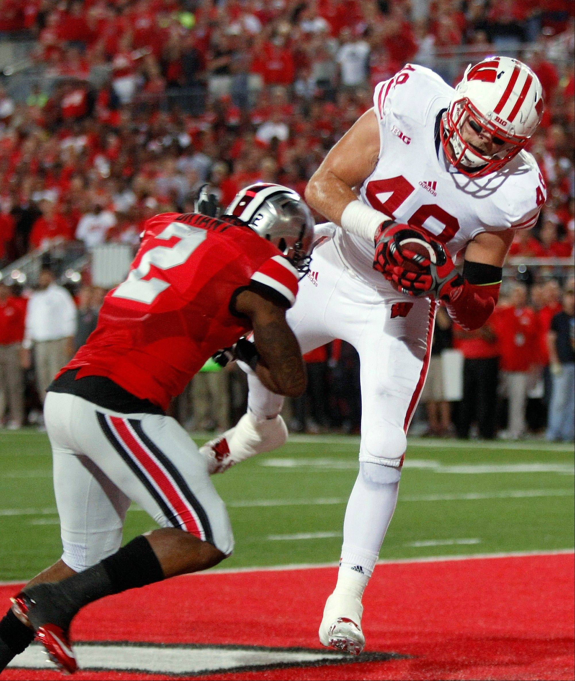Wisconsin tight end Sam Arnesen, right, catches a pass for a touchdown as Ohio State safety Christian Bryant defends during Saturday�s game in Columbus, Ohio. Bryant suffered a broken ankle late in the game and is out for rest of the year.