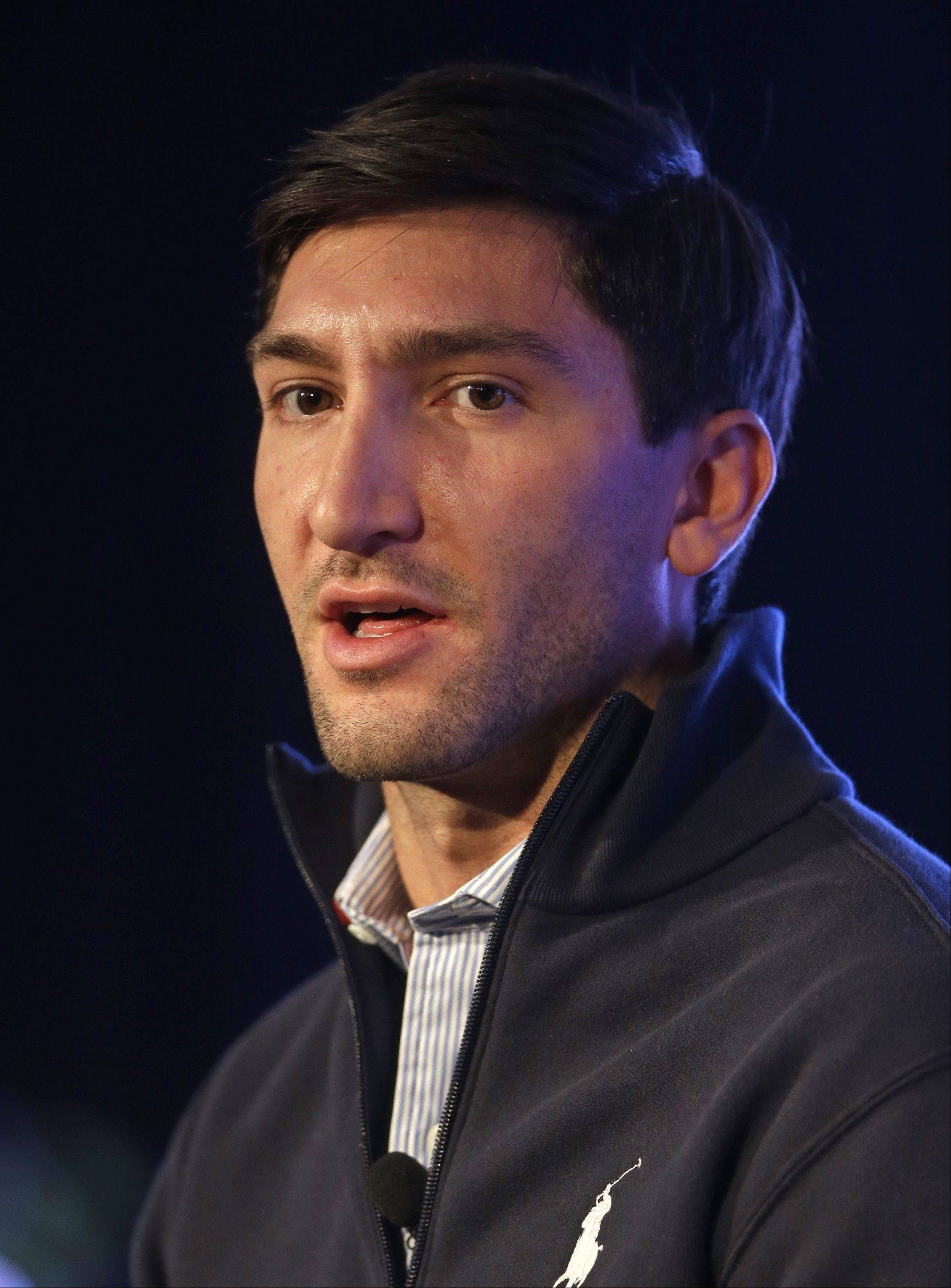 Olympic figure skating champion Evan Lysacek is treating his torn labrum with physical therapy.