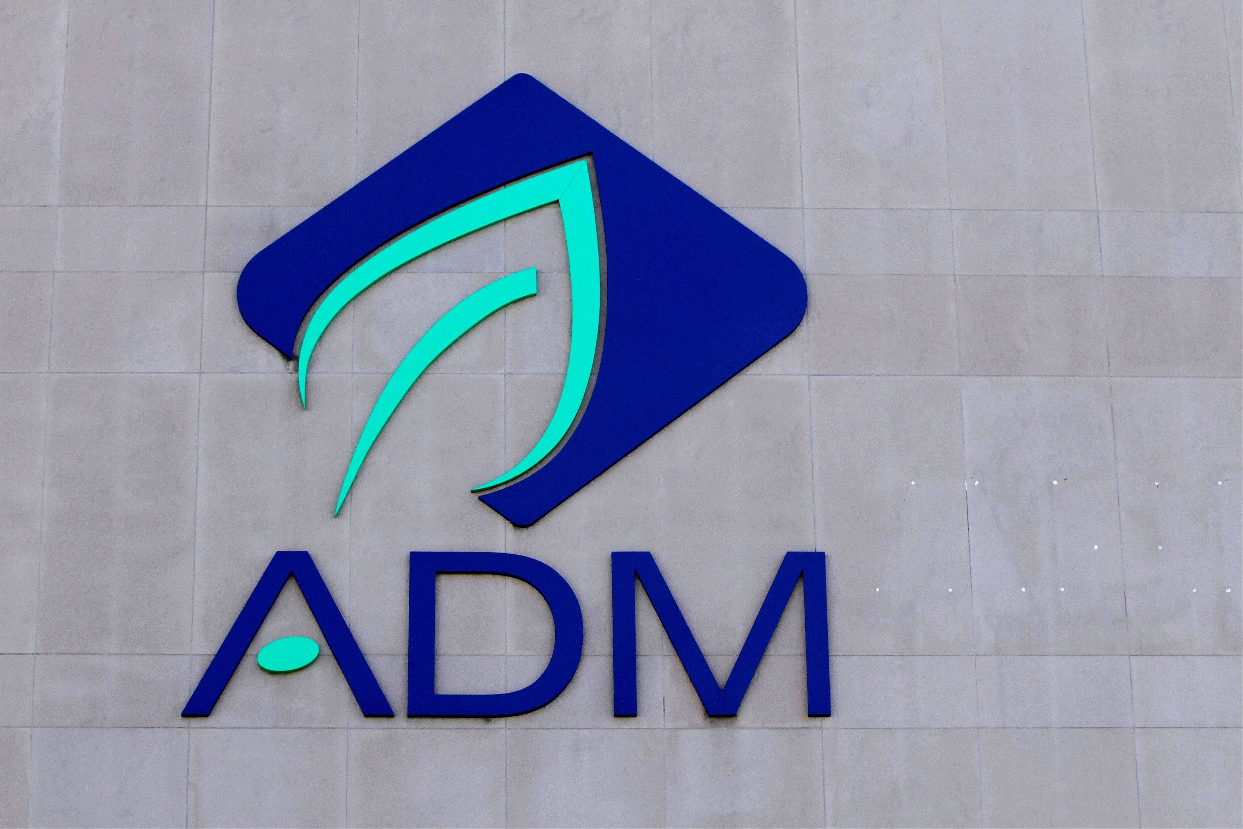 St. Louis and Chicago are now making a pitch for the suddenly free-agent global headquarters of the agribusiness Archer Daniels Midland Company, which is currently in Decatur.