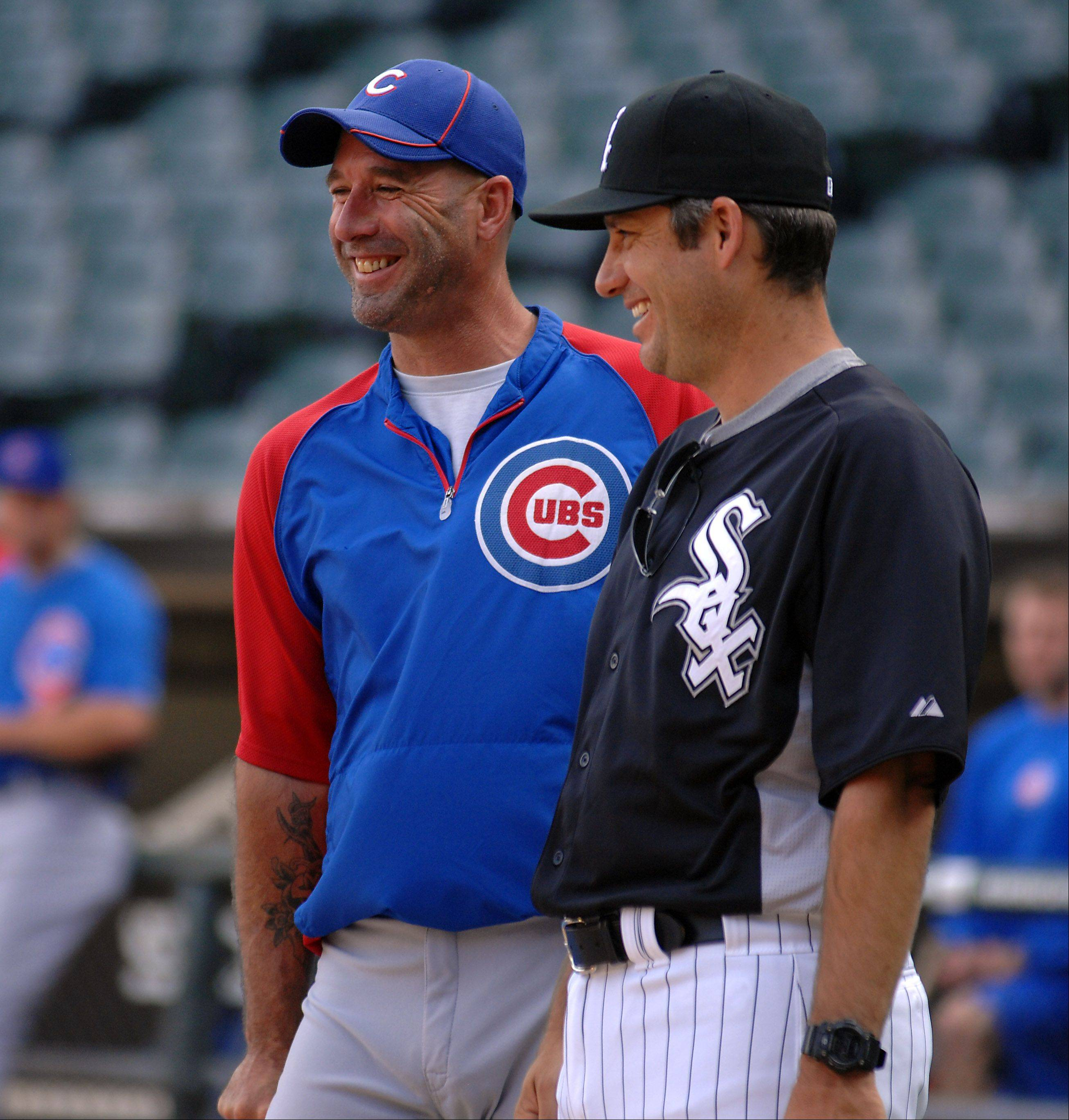 White Sox manager Robin Ventura and Chicago Cubs manager Dale Sveum share a laugh.