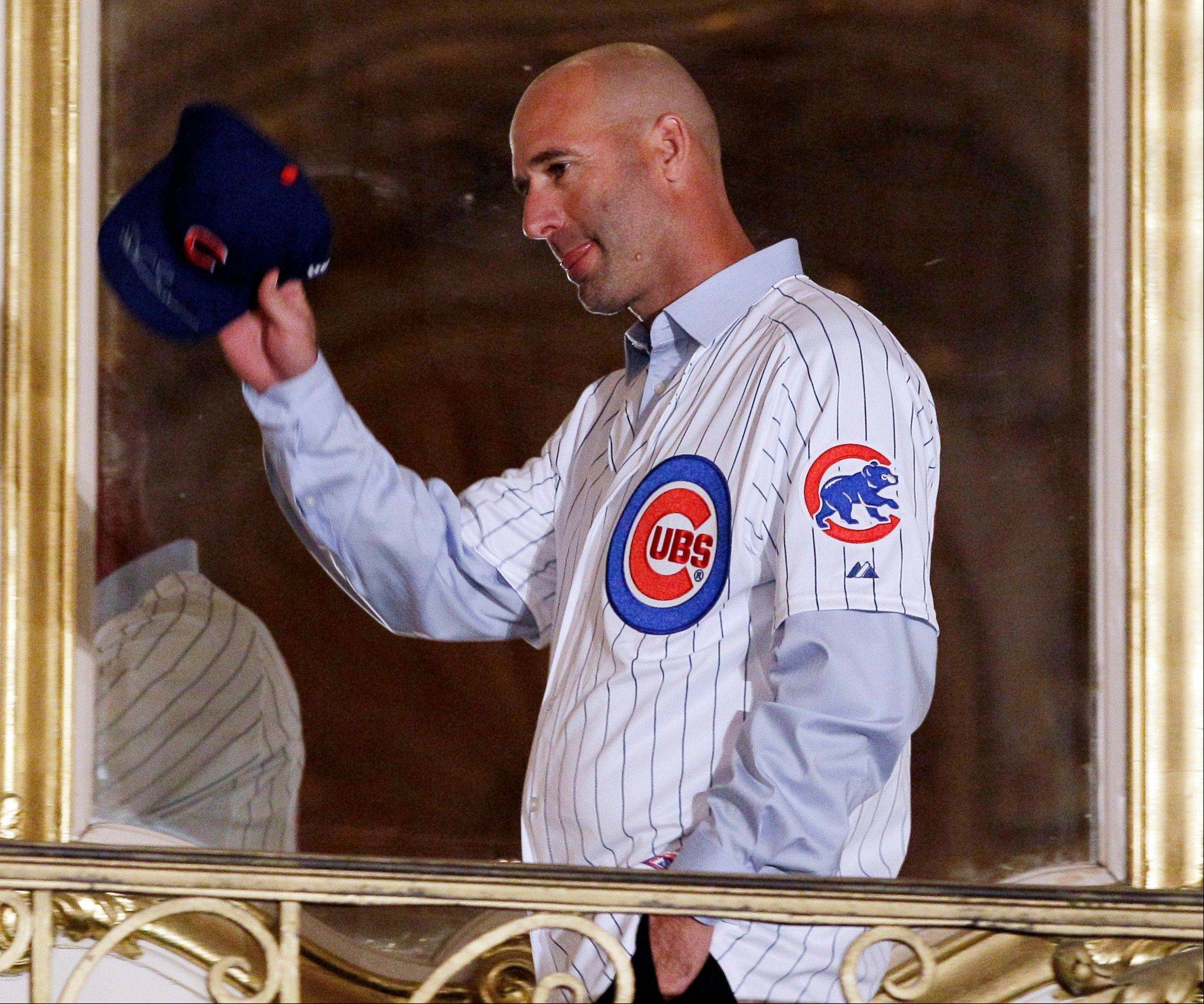 Chicago Cubs new manager Dale Sveum waves to fans during the 27th Annual Chicago Cubs Convention in Chicago on Friday, Jan. 13, 2012.