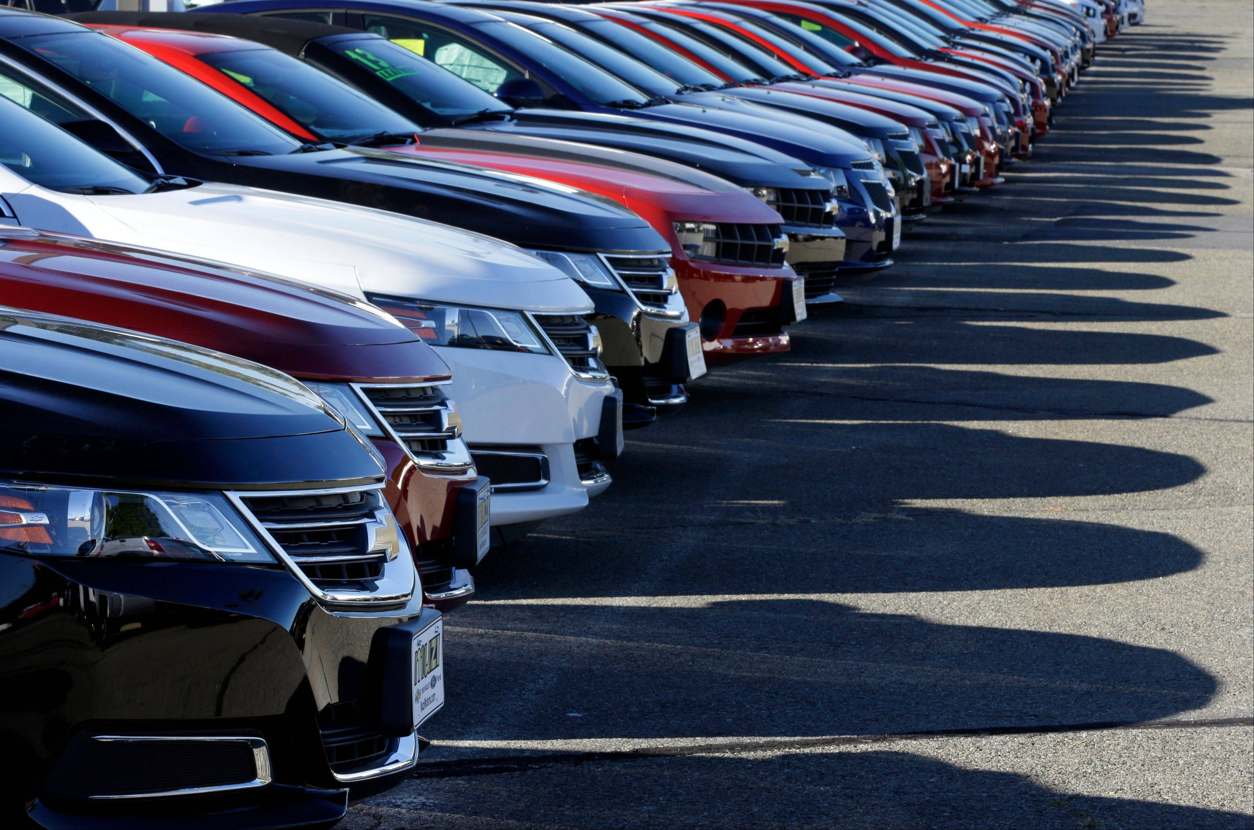Automakers expect little impact from the federal government shutdown, and they predict a fourth-quarter rebound after a rare sales decline in September.