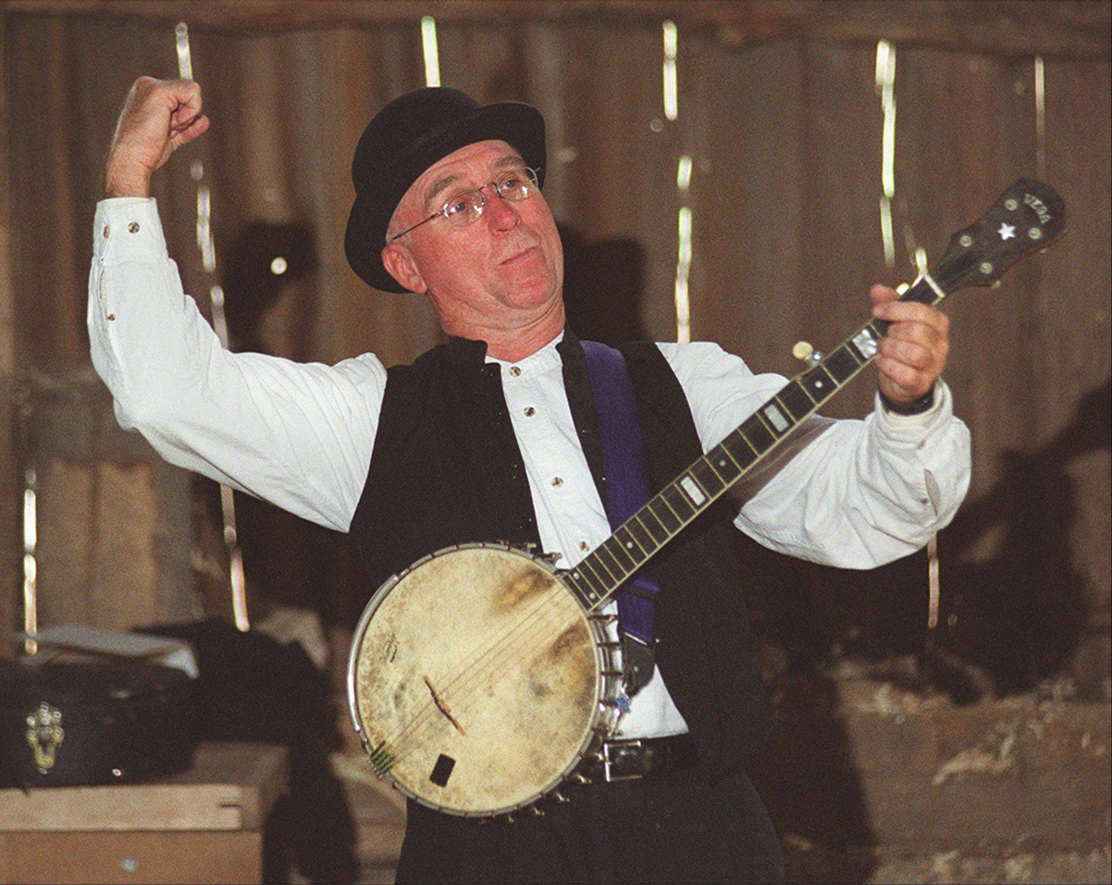"Storyteller Reid Miller of Blue Mound, Wis., will sing songs and tell ""tall tales and yarns"" at Garfield Farm's Harvest Days."