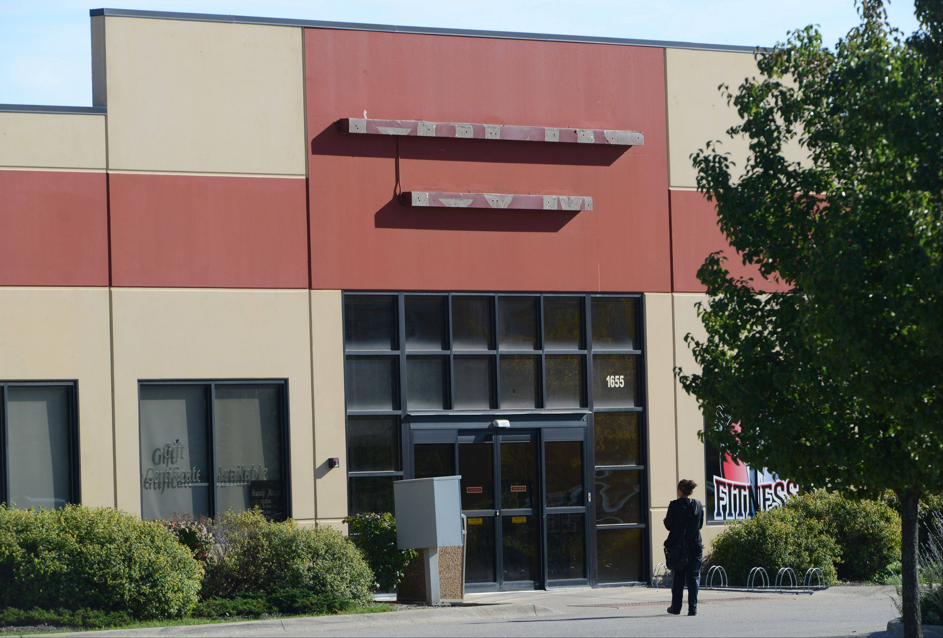 Gurnee Park District commissioners have given approval to borrow $8.5 million for the purchase of the former Gold's Gym near the Tri-State Tollway.