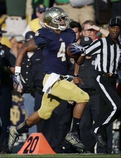 Notre Dame�s George Atkinson III runs 80 yards for a touchdown last Saturday against Oklahoma in South Bend, Ind.