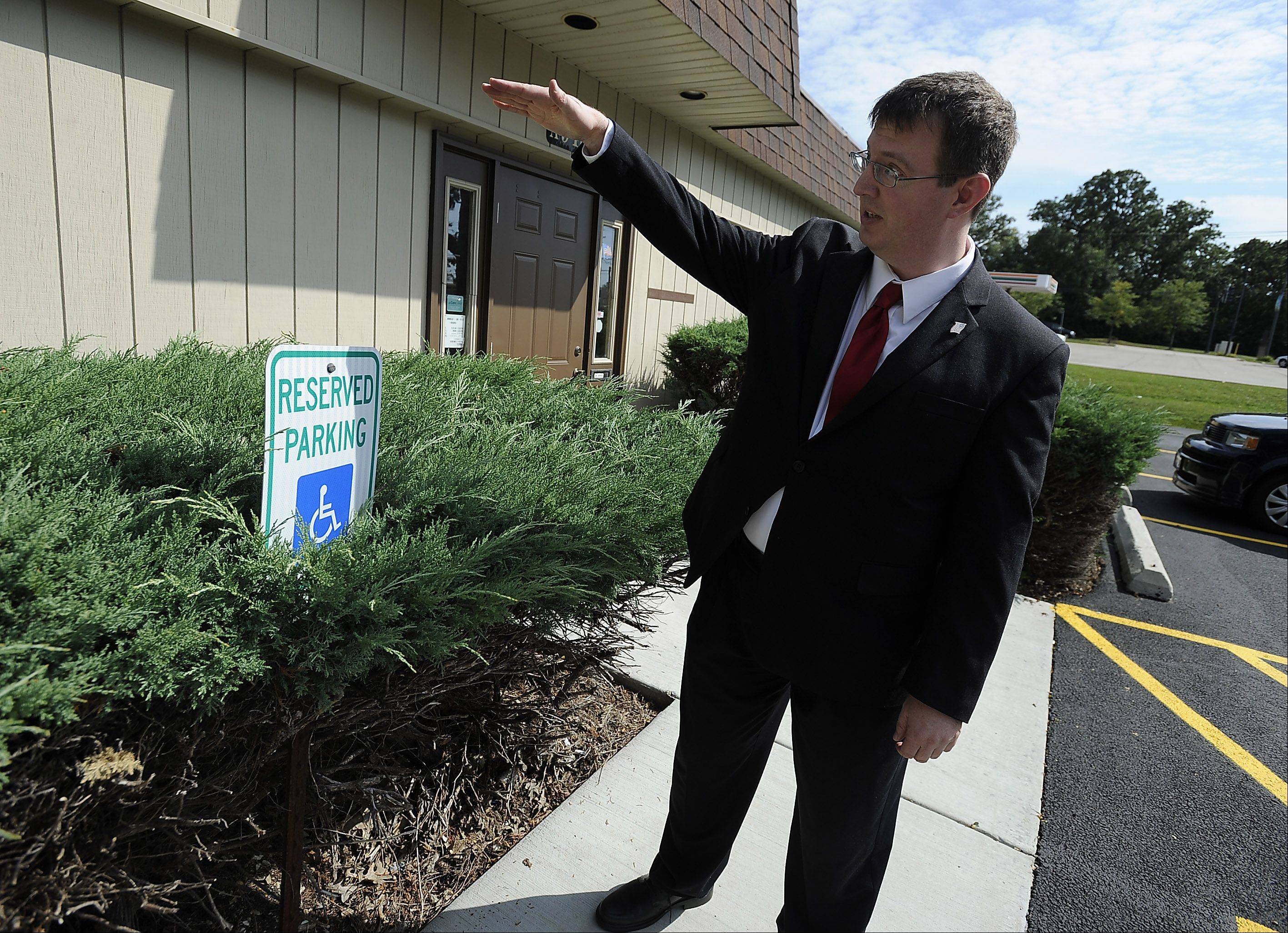 Streamwood resident Andrew Straw points out a poorly displayed handicapped parking spot.