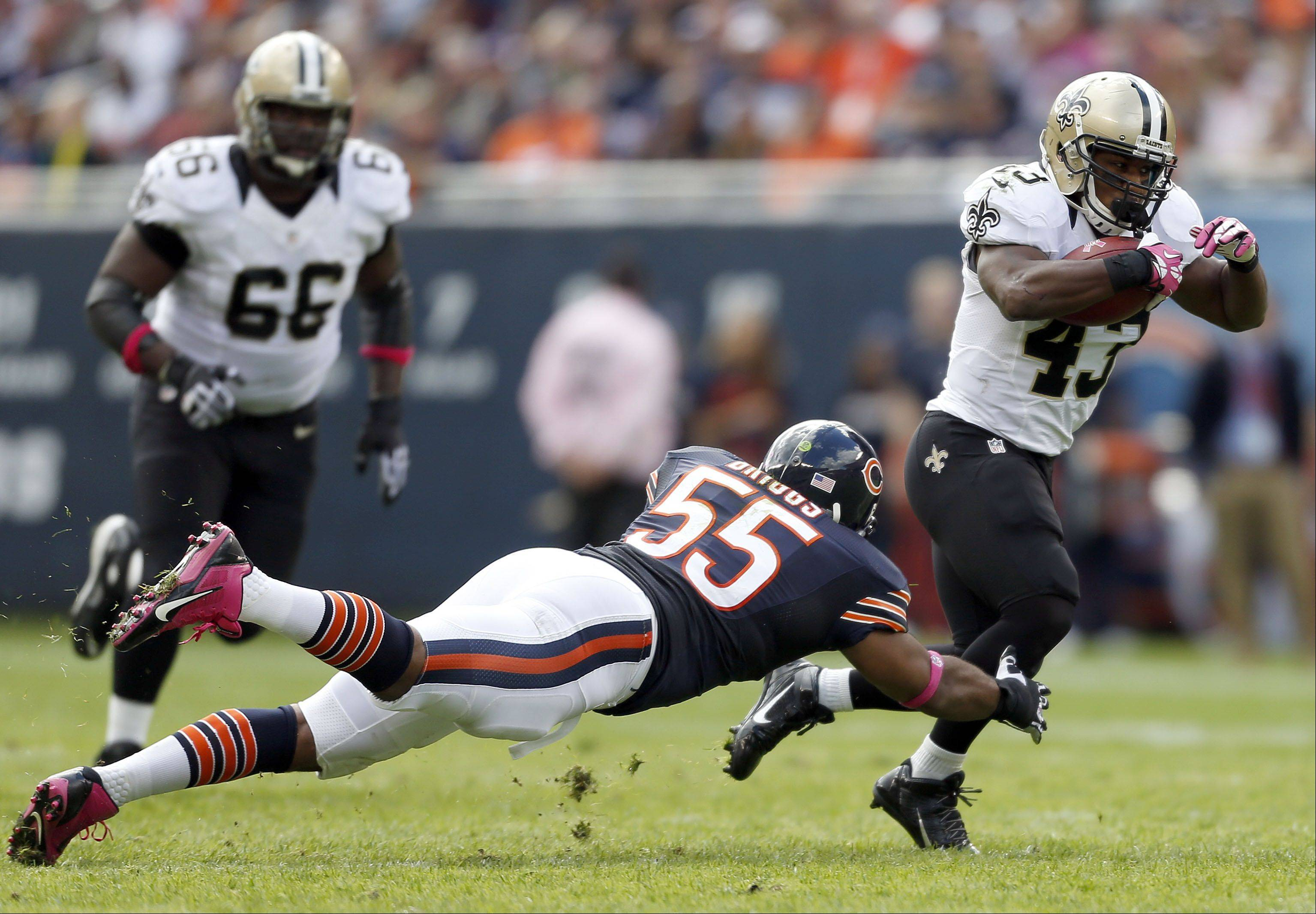 Chicago Bears outside linebacker Lance Briggs tries to tackle New Orleans Saints running back Darren Sproles.
