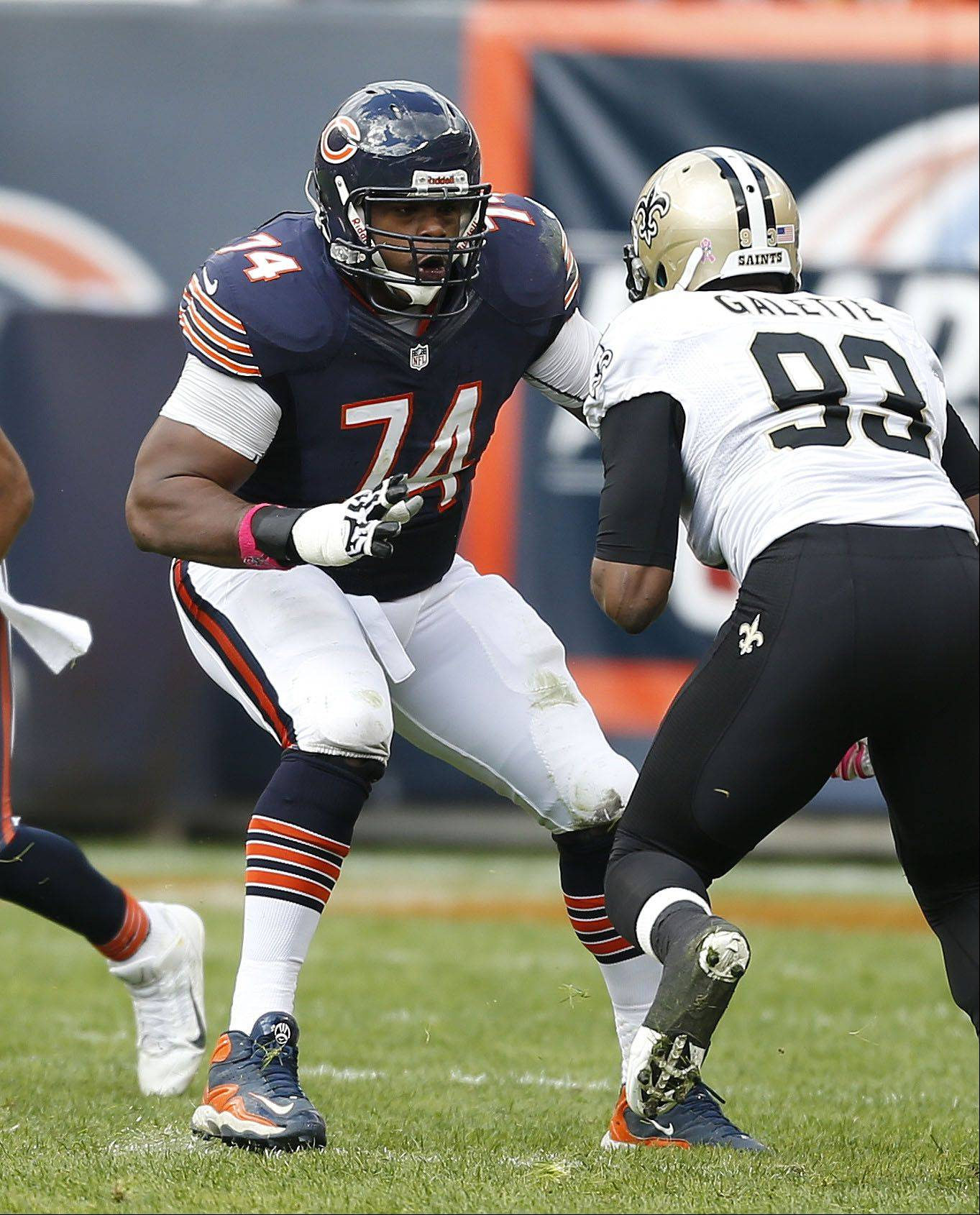 Chicago Bears tackle Jermon Bushrod blocks New Orleans Saints outside linebacker Junior Galette.
