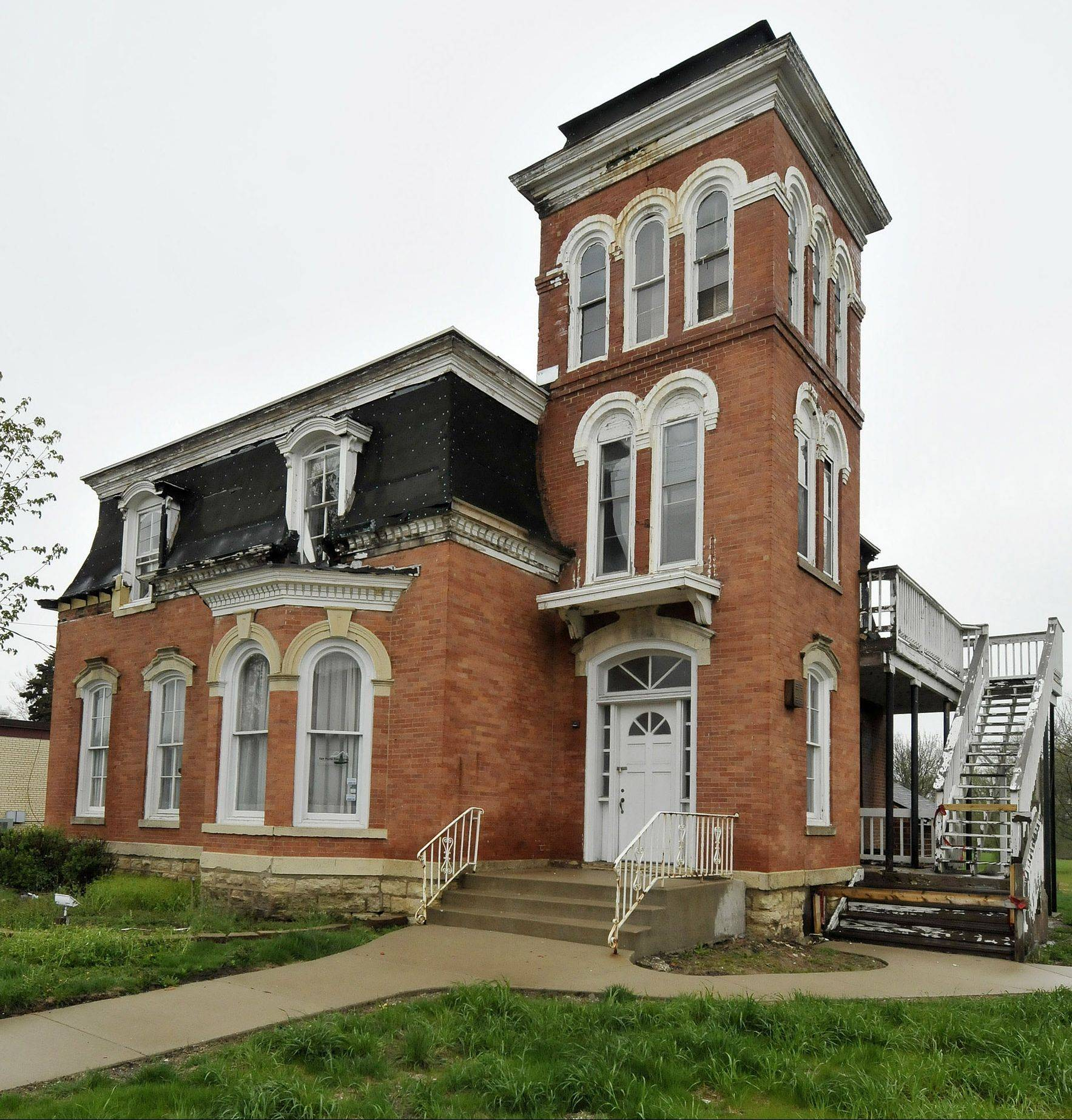 The West Chicago Community Center is planning to spend about $300,000 of its own money to repair the Joel Wiant House in downtown West Chicago. If the group can resolve a list of exterior building code violations by April 30, the city will sell 144-year-old building to the organization for a dollar.
