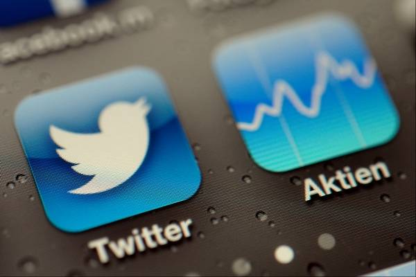 Tangling Over Twitter Nyse Nasdaq Fight For Ipo