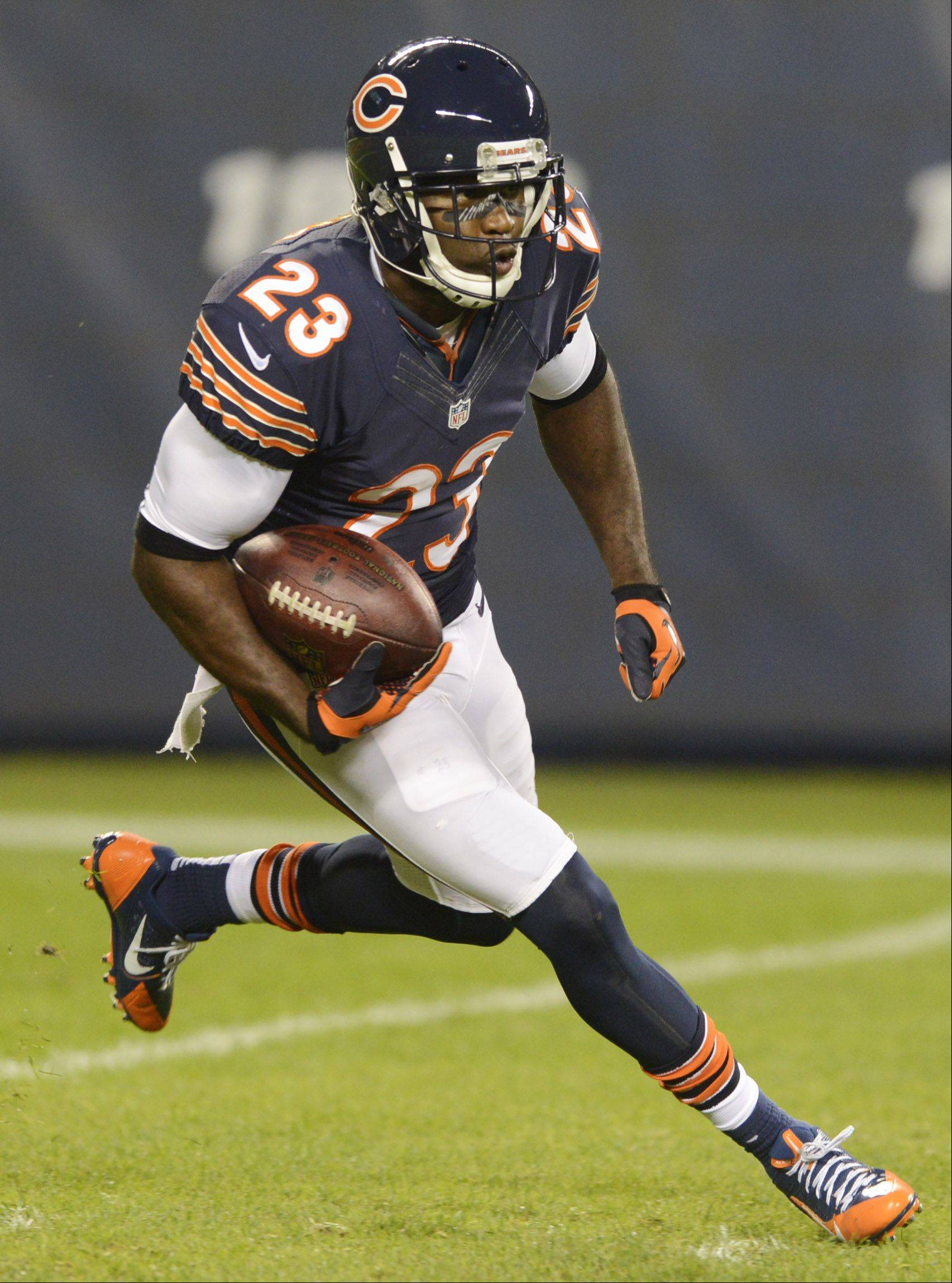 Devin Hester sets a team record for kickoff return yardage to start the second half.
