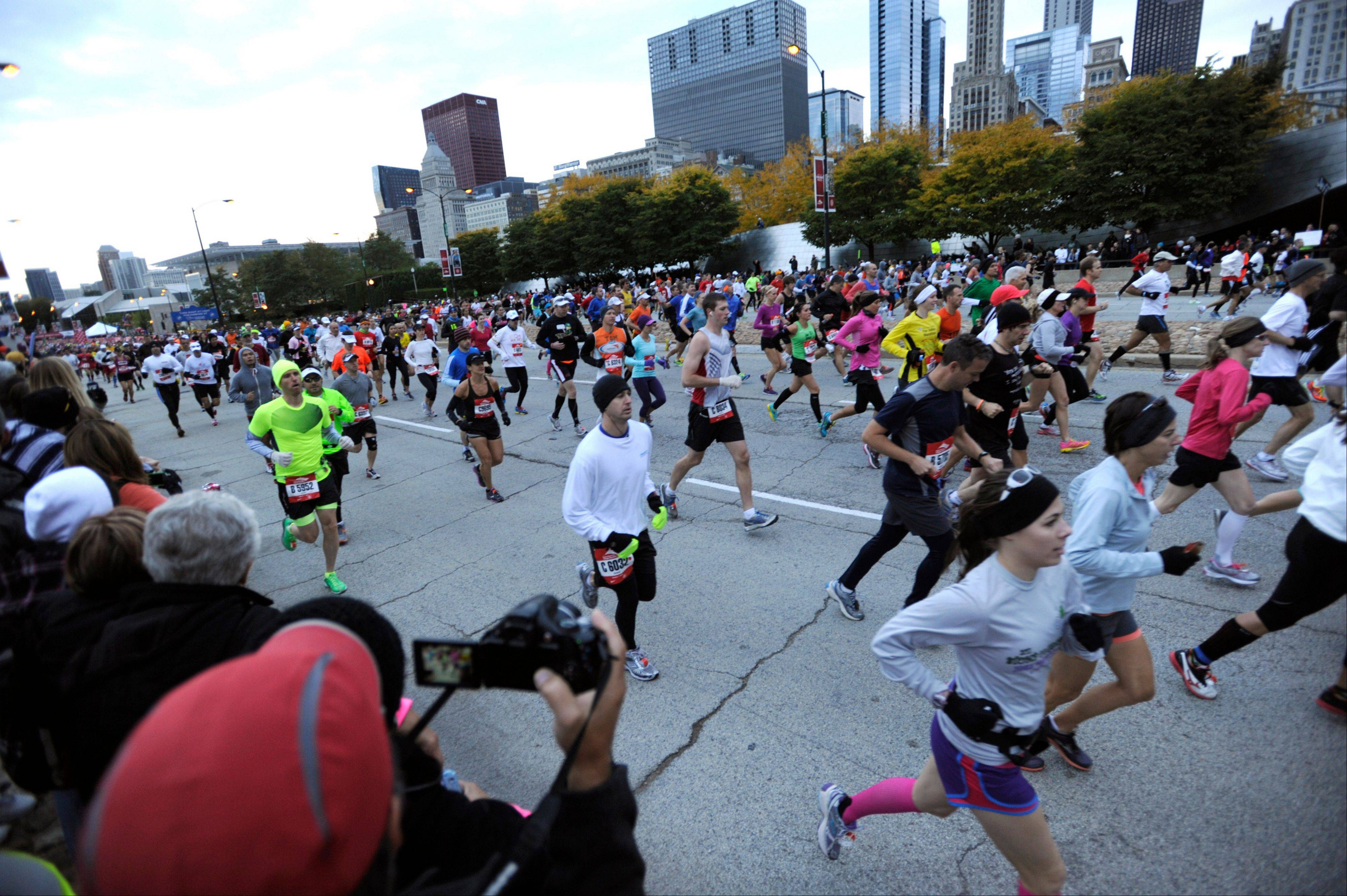 Fences are going up, streets are closing down and trim athletes are flying in from around the world ahead of Sunday's Chicago Marathon.
