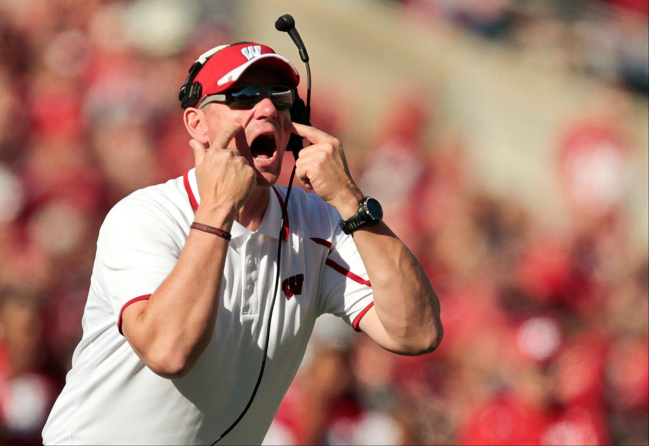 Wisconsin coach Gary Andersen directs his team from the sidelines during the first half of Saturday�s home win over Northwestern.