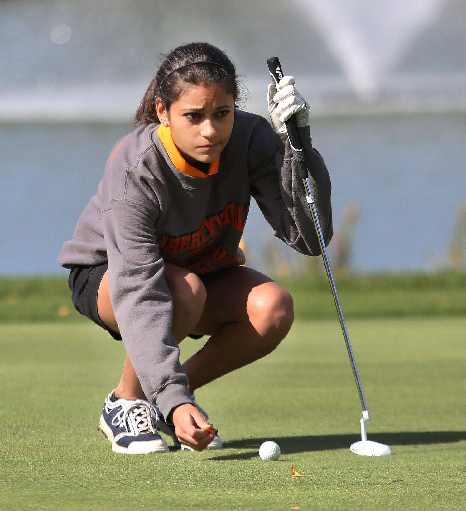 Libertyville golfer Simone Mikaelian lines up a putt on the 17th hole during the Buffalo Grove sectional Monday at the Buffalo Grove Golf Course.