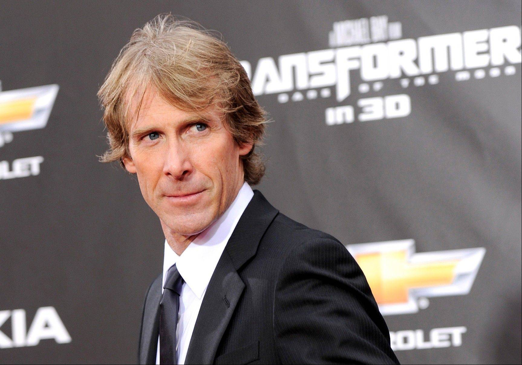 Filming of �Transformers 4� in Hong Kong was briefly suspended after director Michael Bay fell victim to an extortion attempt in which he was slightly injured, according to media reports and police Thursday.