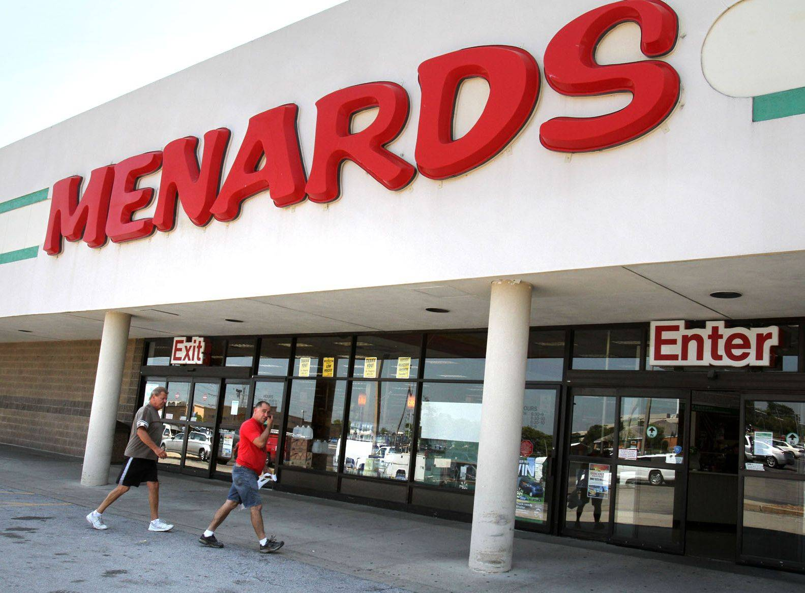 The Menards store, which has operated for about 20 years at the Oak Creek Plaza shopping center in Mundelein, will close for good on Friday.